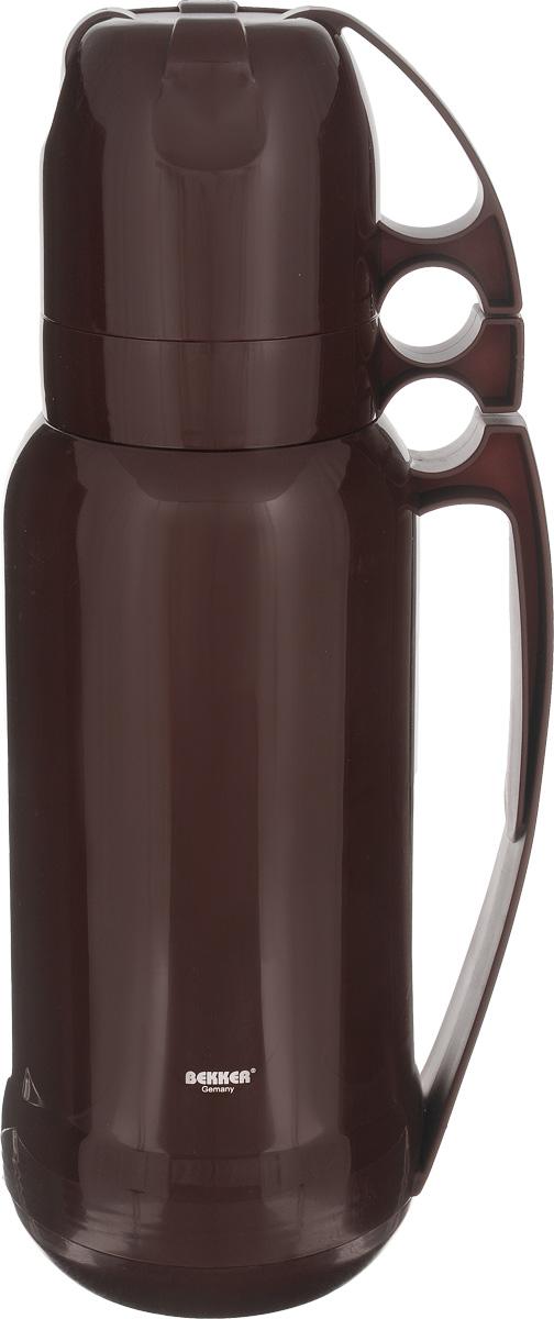 Термос Bekker Koch, с кружками, цвет: коричневый, 1,8 лBK-4331_коричневыйТермос Bekker Koch, изготовленный из высококачественного цветного пластика, является простым в использовании, экономичным и многофункциональным. Термос предназначен для хранения горячих и холодных напитков (чая, кофе) и укомплектован откручивающейся крышкой без кнопки. Такая крышка надежна, проста в использовании и позволяет дольше сохранять тепло благодаря дополнительной теплоизоляции. Изделие оснащено стеклянной колбой и двумя кружками. Легкий и прочный термос Bekker Koch сохранит ваши напитки горячими или холодными надолго. Высота (с учетом крышки): 38 см. Диаметр горлышка: 6,5 см. Диаметр чашки (по верхнему краю): 9,5 см. Высота чаши: 8 см.