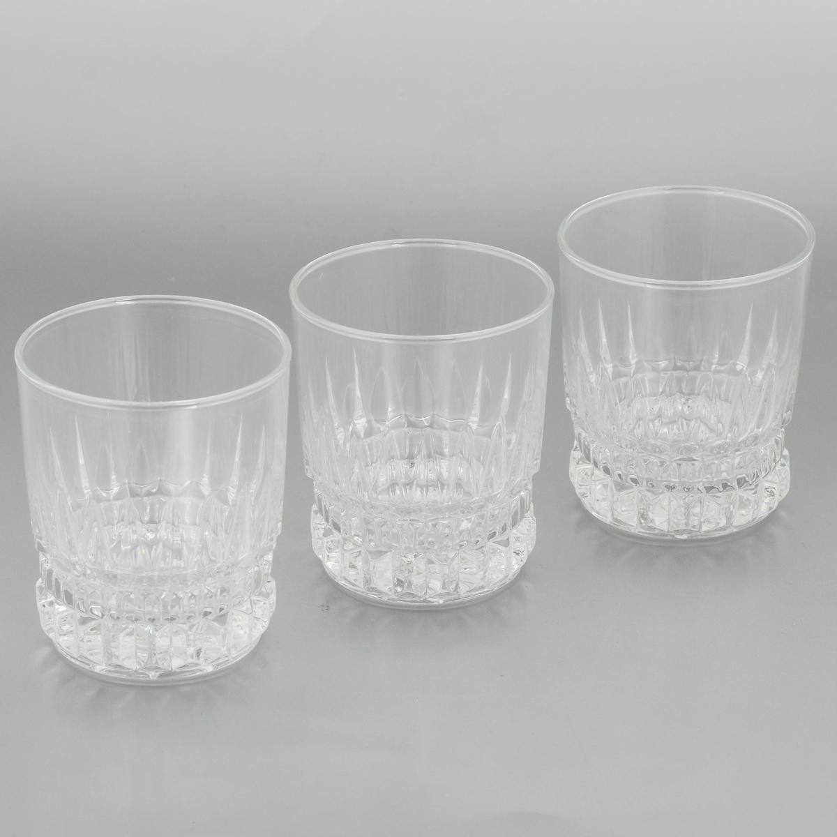 Набор стаканов Luminarc Imperator, 300 мл, 3 штE5183Набор Luminarc Imperator состоит из 3 граненых стаканов, выполненных из высококачественного стекла. Изделия имеют изысканный дизайн, утонченную форму и ослепительный блеск. Могут использоваться для алкогольных и безалкогольных напитков. Такой набор станет прекрасным дополнением сервировки стола, подойдет для ежедневного использования и для торжественных случаев. Можно мыть в посудомоечной машине. Диаметр стакана (по верхнему краю): 8 см. Высота: 9,5 см.
