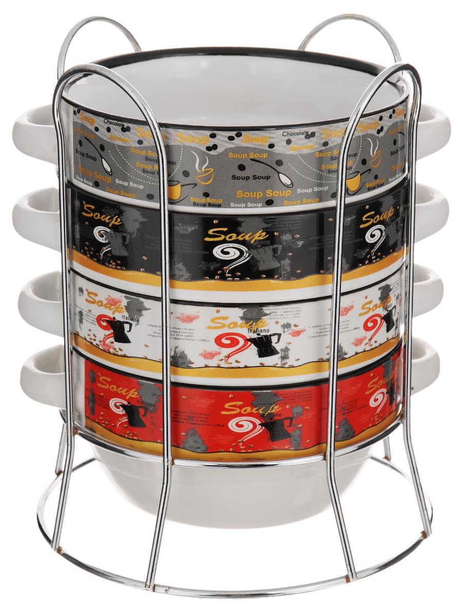Набор супниц Loraine, 5 предметов. LR-21283LR-21283Набор Loraine включает в себя 4 супницы, выполненные из высококачественной керамики. Набор прекрасно подходит для подачи супов, бульонов и других блюд. Элегантный дизайн с разнообразными изображениями и надписями отлично впишется в интерьер любой кухни. Супницы компактно размещаются на подставке из хромированного металла с резными вставками по бокам. Объем супницы: 420 мл. Диаметр супницы (по верхнему краю): 14 см. Диаметр дна супницы: 10 см. Высота супницы: 6,7 см. Размер подставки: 17 х 17 х 20,2 см.