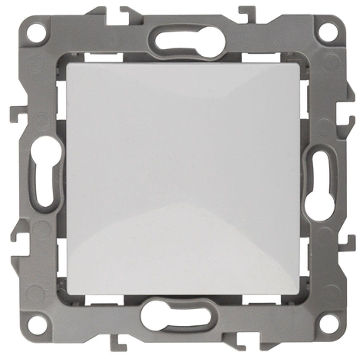 Выключатель ЭРА, цвет: белый, серый. 12-110112-1101-01Выключатель ЭРА выполнен из прочного пластика, контакты бронзовые. Изделие просто в установке, надежно в эксплуатации. Выключатель имеет специальные фиксаторы, которые не дают ему смещаться как при монтаже, так и в процессе эксплуатации. Автоматические зажимы кабеля обеспечивают быстрый и надежный монтаж изделия к электросети без отвертки и не требуют обслуживания в отличие от винтовых зажимов.