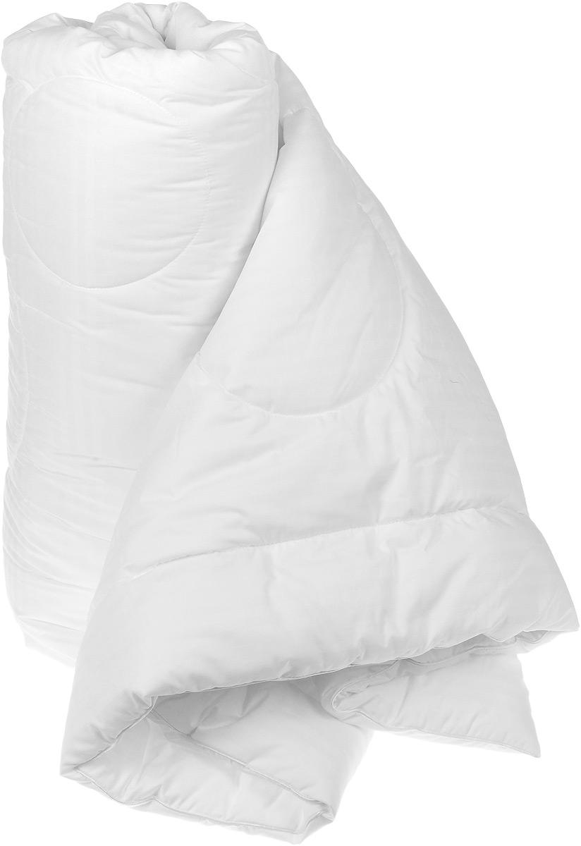 Одеяло Versal, 200 см х 220 см121031106Легкое и нежное одеяло Versal с наполнителем экофайбер в чехле из сатина придется по душе ценителям классики и комфорта. Экофайбер - очень теплый, гипоаллергенный материал, который не впитывает пыль и запахи. Такое одеяло согревает зимой и дарит прохладный сон летом. Оригинальная стежка равномерно распределяет наполнитель в чехле. Простое в уходе, одеяло легко стирается в бытовой стиральной машине и быстро высыхает. Ваше одеяло прослужит долго, а его привлекательный внешний вид, при правильном уходе, будет годами дарить вам уют.
