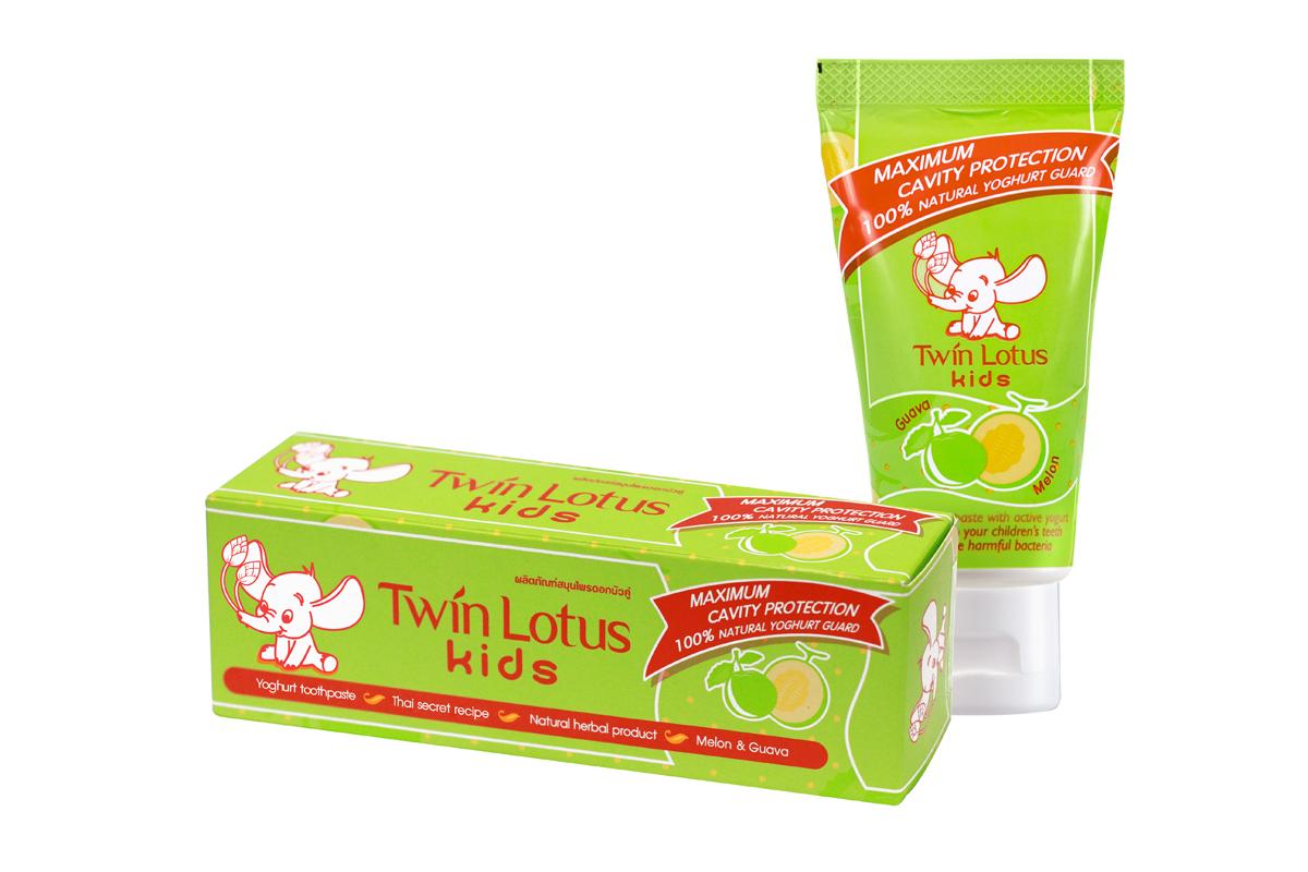Twin Lotus Kids Зубная паста Melon & Guava (Дыня и Гуава), 50 г1398Для молочных и постоянных зубов.Не содержит фтора, лауритсульфат натрия, парабенов, ПЭГ. Зубная паста предназначена для детей от 3 до 10 лет. Препятствует росту бактерий, обеспечивая надежную защиту от кариеса, нормализуют микробный состав полости рта, укрепляет зубную эмаль, предотвращая потерю кальция, обладает приятным фруктовым вкусом.