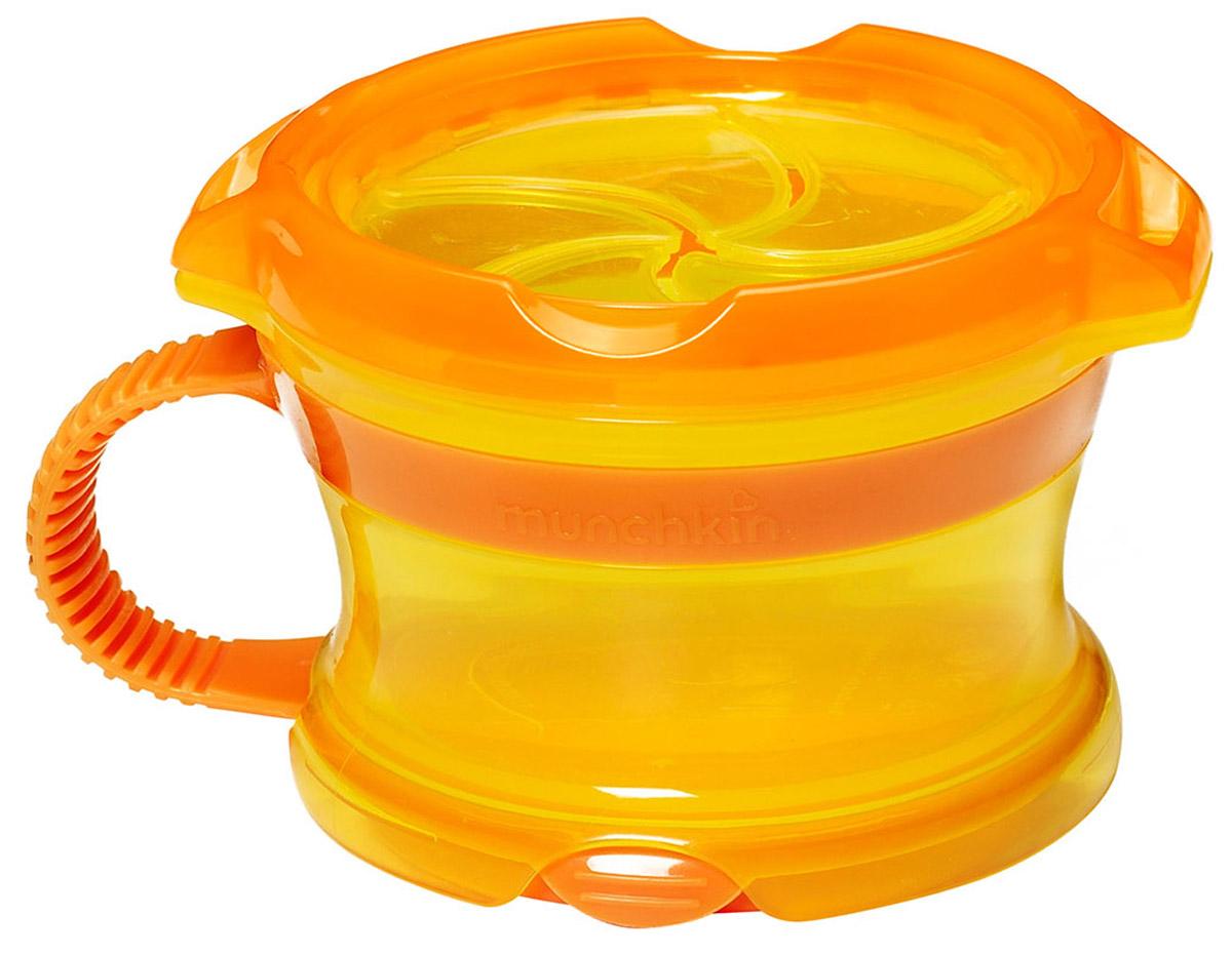 Munchkin Контейнер Поймай печенье с крышкой Click Lock цвет оранжевый желтый11400_оранжевый/жёлтыйКонтейнер с ручками Munchkin Поймай печенье выполнен из безопасного пластика. Он идеально подходит, если нужно покормить малыша на ходу, чтобы закуска осталась в контейнере, а не на полу, не на сиденье автомобиля или коляски! Мягкие силиконовые лепестки-закрылки помогают ребенку подкрепиться самостоятельно, но предотвращают рассыпание содержимого контейнера. Регулируемая крышка позволит малышу вытащить печенья или других продуктов ровно столько, сколько он сможет положить в рот за один раз, контейнер не откроется, даже если упадет и перевернется. Мягкие закрылки на крышке позволяют достать печенье или кусочки другой еды, минимально испачкав пальцы. Не содержит бисфенол А.