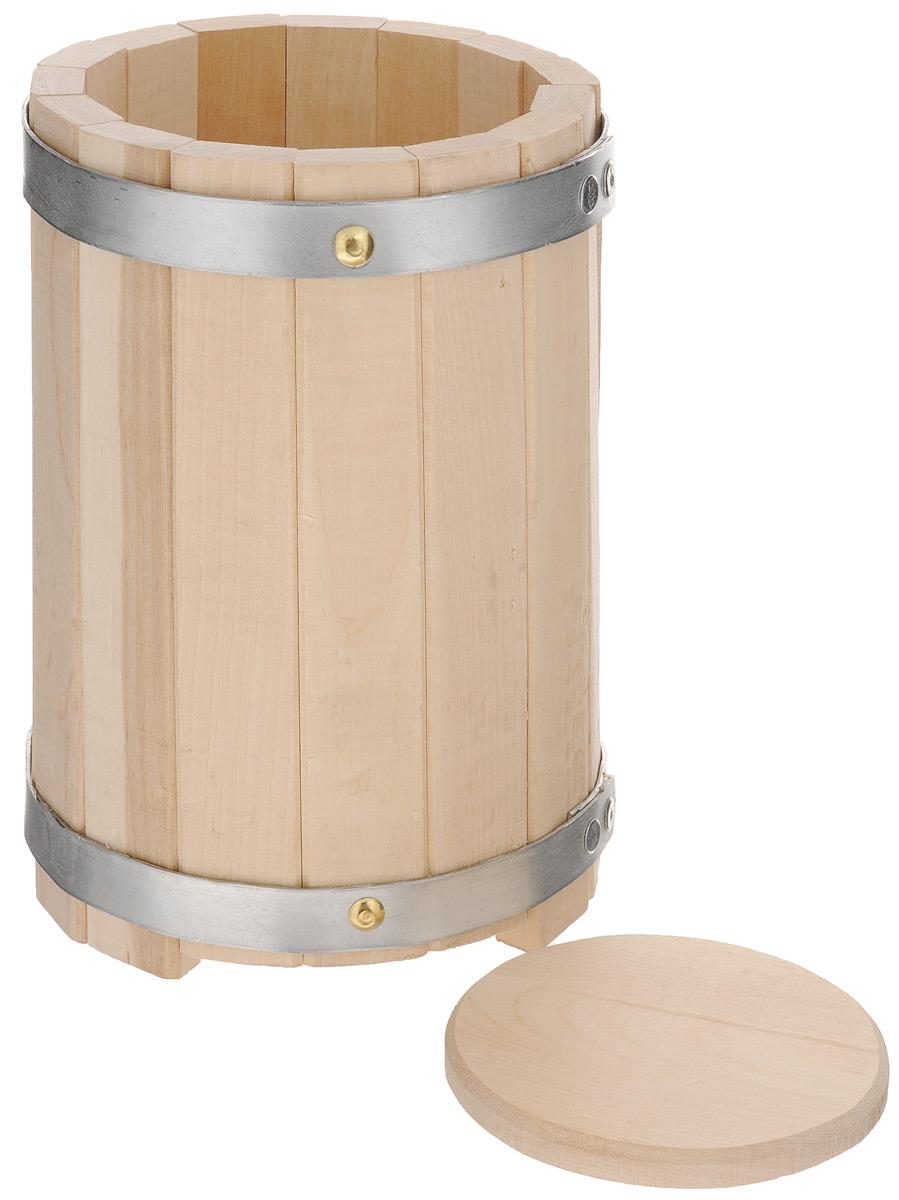 Кадка для бани Proffi Sauna, с гнетом, 3 лPH0207Кадка с гнетом Proffi Sauna выполнена из брусков березы, стянутых двумя металлическими обручами. Она прекрасно подойдет для замачивания веника или других банных процедур, а также для хранения солений. Кадка является одной из тех приятных мелочей, без которых не обойтись при принятии банных процедур. Эксплуатация бондарных изделий. Перед первым использованием бондарное изделие рекомендуется подготовить. Для этого нужно наполнить изделие холодной водой и оставить наполненным на 2-3 часа. Затем необходимо воду слить, обдать изделие сначала горячей, потом холодной водой. Не рекомендуется оставлять бондарные изделия около нагревательных приборов, а также под длительным воздействием прямых солнечных лучей. С момента начала использования бондарного изделия не рекомендуется оставлять его без воды на срок более 1 недели. Но и продолжительное время хранить в таких изделиях воду тоже не следует. После каждого использования необходимо вымыть и ошпарить изделие...
