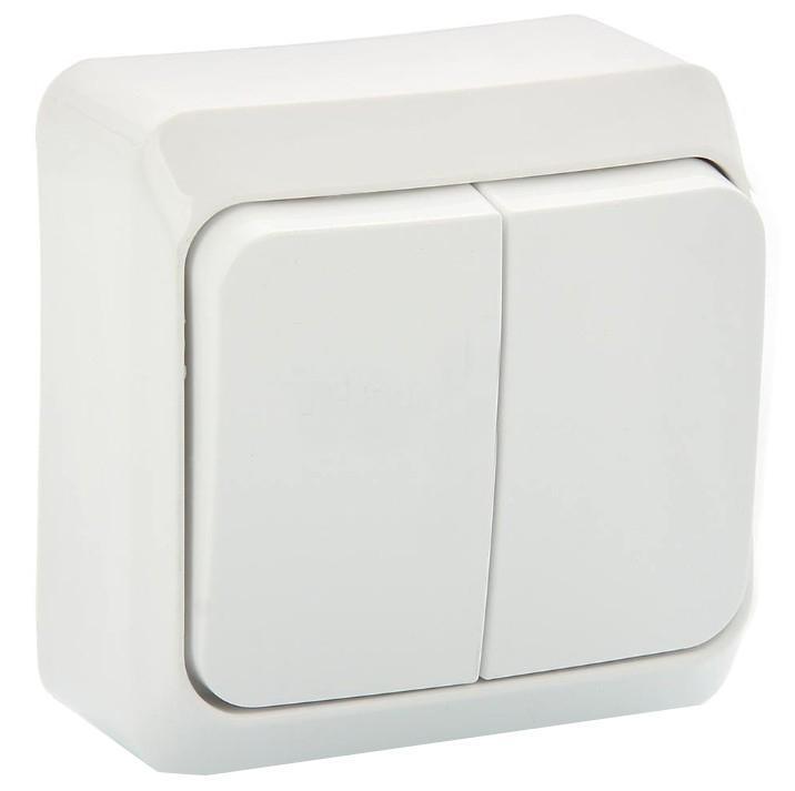 Выключатель Schneider Electric Этюд, двойной, с подсветкой. BA10-006BA10-006BДвухклавишный выключатель Schneider Electric Этюд предназначен для открытой установки. Выполнен из высококачественного пластика. Изделие просто в установке, надежно в эксплуатации. Световой индикатор поможет вам увидеть выключатель даже в темноте. Специальное покрытие не позволяет пыли собираться на поверхности. Такой выключатель станет удачным решением для дома и дачи. Функция выключателя: двухканальный. Тип контактов: 2 Н.О. Диапазон мощности: Номинальный ток: 250 В. Тип клемм: винтовые зажимы 2,5 мм2. Длина зачистки проводов: 11 мм. Степень защиты: IP20.