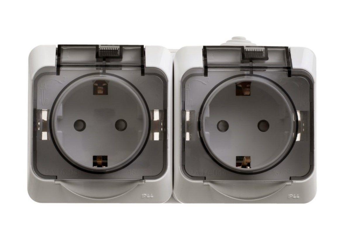 Розетка двойная Schneider Electric Этюд, с крышками, цвет: белыйPA16-244BДве одноместные розетки Schneider Electric Этюд с заземляющим контактом, со шторками, открытой установки. Розетки снабжены защитными крышками.