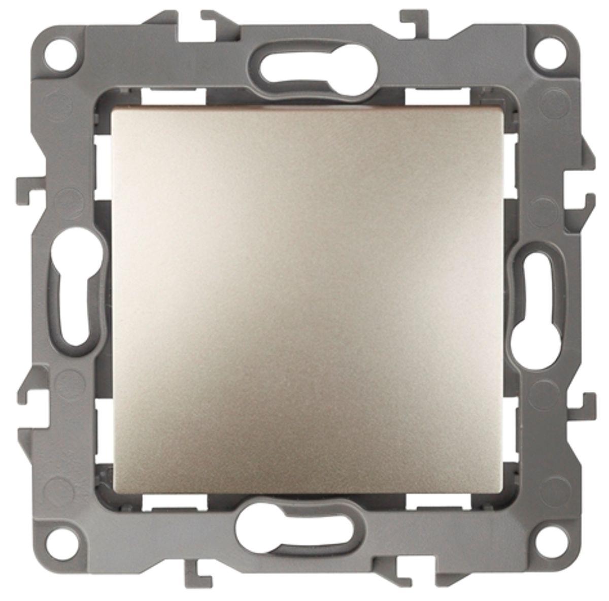 Выключатель ЭРА, цвет: шампань, серый. 12-110112-1101-04Выключатель ЭРА выполнен из прочного пластика, контакты бронзовые. Изделие просто в установке, надежно в эксплуатации. Выключатель имеет специальные фиксаторы, которые не дают ему смещаться как при монтаже, так и в процессе эксплуатации. Автоматические зажимы кабеля обеспечивают быстрый и надежный монтаж изделия к электросети без отвертки и не требуют обслуживания в отличие от винтовых зажимов.