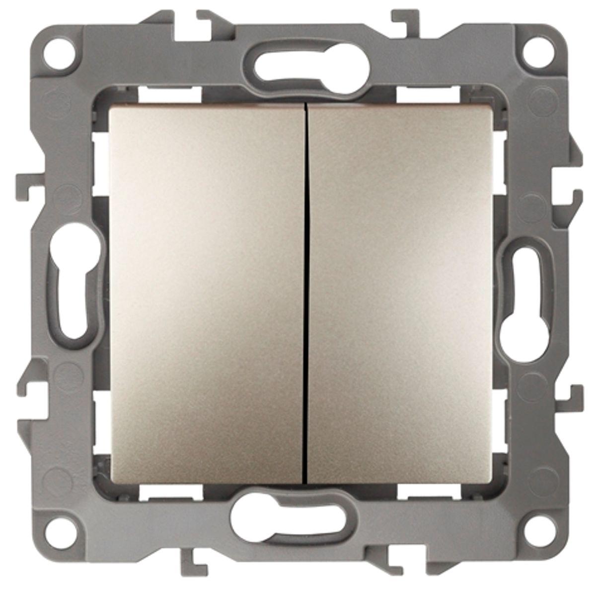 Переключатель ЭРА, двойной, цвет: шампань, серый. 12-110612-1106-04Двойной переключатель ЭРА выполнен из прочного пластика, контакты бронзовые. Используется в осветительной технике в том случае, если необходимо включать одну люстру (другой светильник) с нескольких мест (например: из кухни, коридора, гостиной при больших проходных комнатах). Изделие просто в установке, надежно в эксплуатации. Переключатель имеет специальные фиксаторы, которые не дают ему смещаться как при монтаже, так и в процессе эксплуатации. Автоматические зажимы кабеля обеспечивают быстрый и надежный монтаж изделия к электросети без отвертки и не требуют обслуживания в отличие от винтовых зажимов.