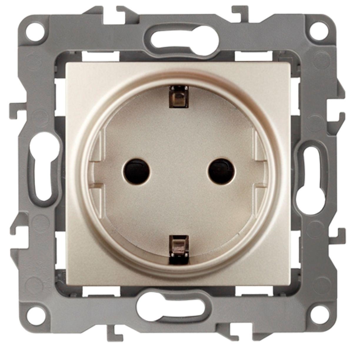 Розетка одинарная Эра, со шторками, цвет: шампань. 12-2102-0412-2102-04Одинарная розетка Эра с заземлением, скрытой установки, со шторками, имеет бронзовые контакты и фиксаторы модулей. Автоматические зажимы кабеля обеспечивают быстрый и надежный монтаж изделия к электросети без отвертки и не требуют обслуживания в отличие от винтовых зажимов.