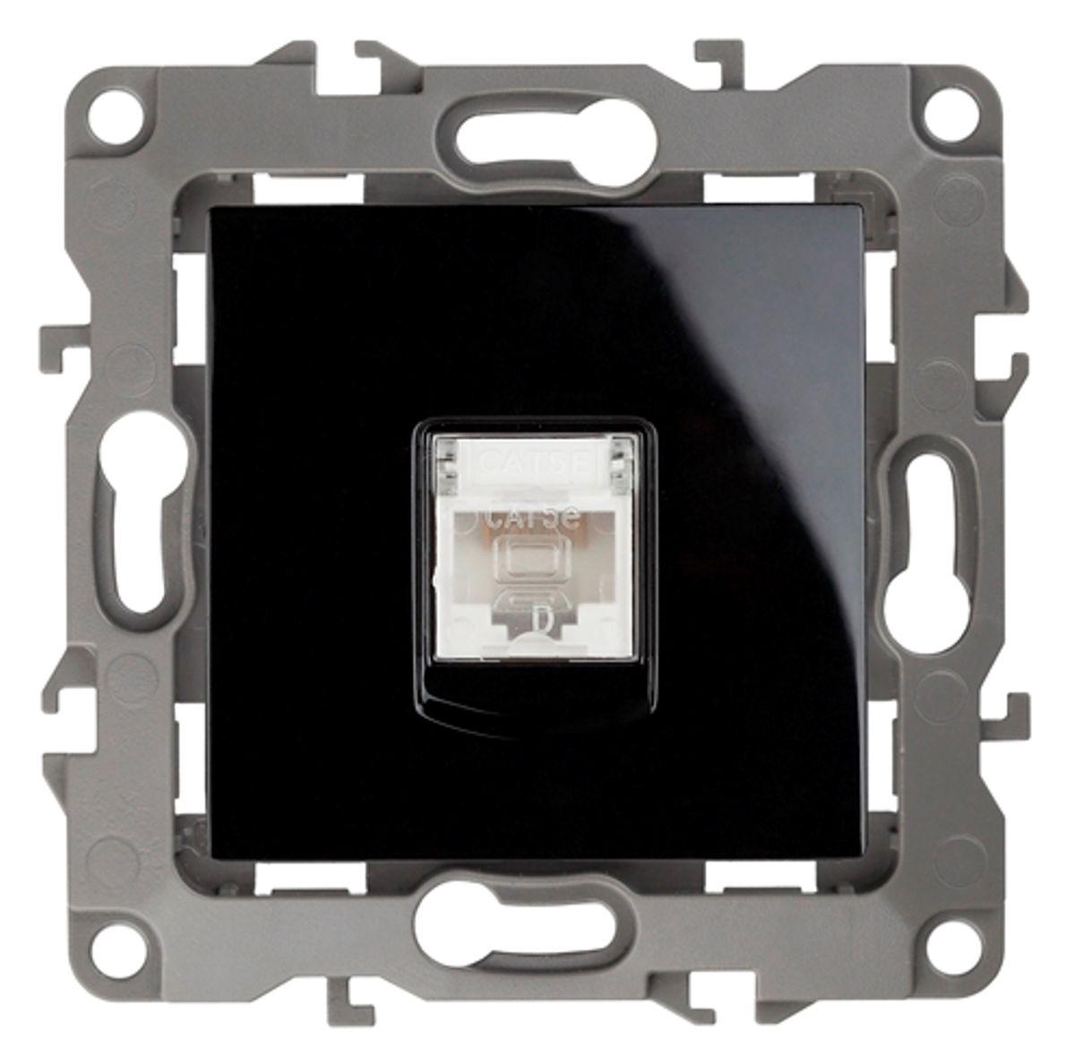 Розетка информационная Эра, цвет: черный12-3107-06Информационная розетка Эра скрытой установки, категории 5е, имеет бронзовые контакты, фиксаторы модулей и защитную крышку. Предназначена для установки в телекоммуникационных сетях и служит для подключения к локальным сетям, сети интернет и для подсоединения внешних устройств (телефон, факс и прочее). Автоматические зажимы кабеля обеспечивают быстрый и надежный монтаж изделия к электросети без отвертки и не требуют обслуживания в отличие от винтовых зажимов.