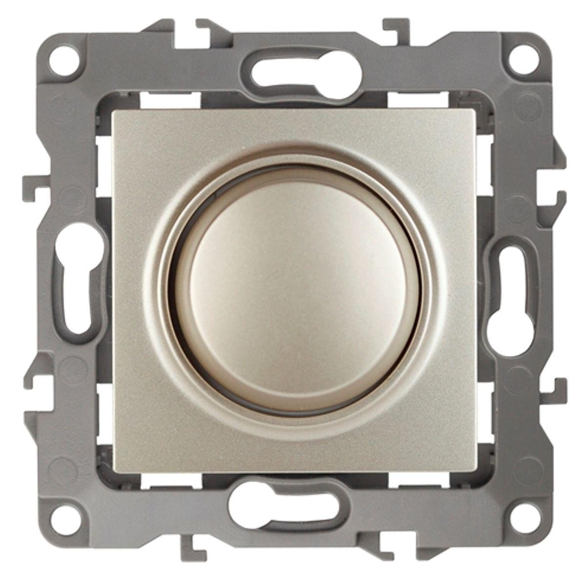 Светорегулятор поворотно-нажимной ЭРА, цвет: шампань, серый. 12-410112-4101-04Поворотно-нажимной светорегулятор ЭРА выполнен из прочного пластика, контакты бронзовые. Включение и выключение производится нажатием на кнопку диммера. Регулировка освещения производится во включенном состоянии. Подходит для ламп накаливания, галогеновых ламп и диммируемых LED ламп. Изделие имеет специальные фиксаторы, которые не дают ему смещаться как при монтаже, так и в процессе эксплуатации. Автоматические зажимы кабеля обеспечивают быстрый и надежный монтаж изделия к электросети без отвертки и не требуют обслуживания в отличие от винтовых зажимов.