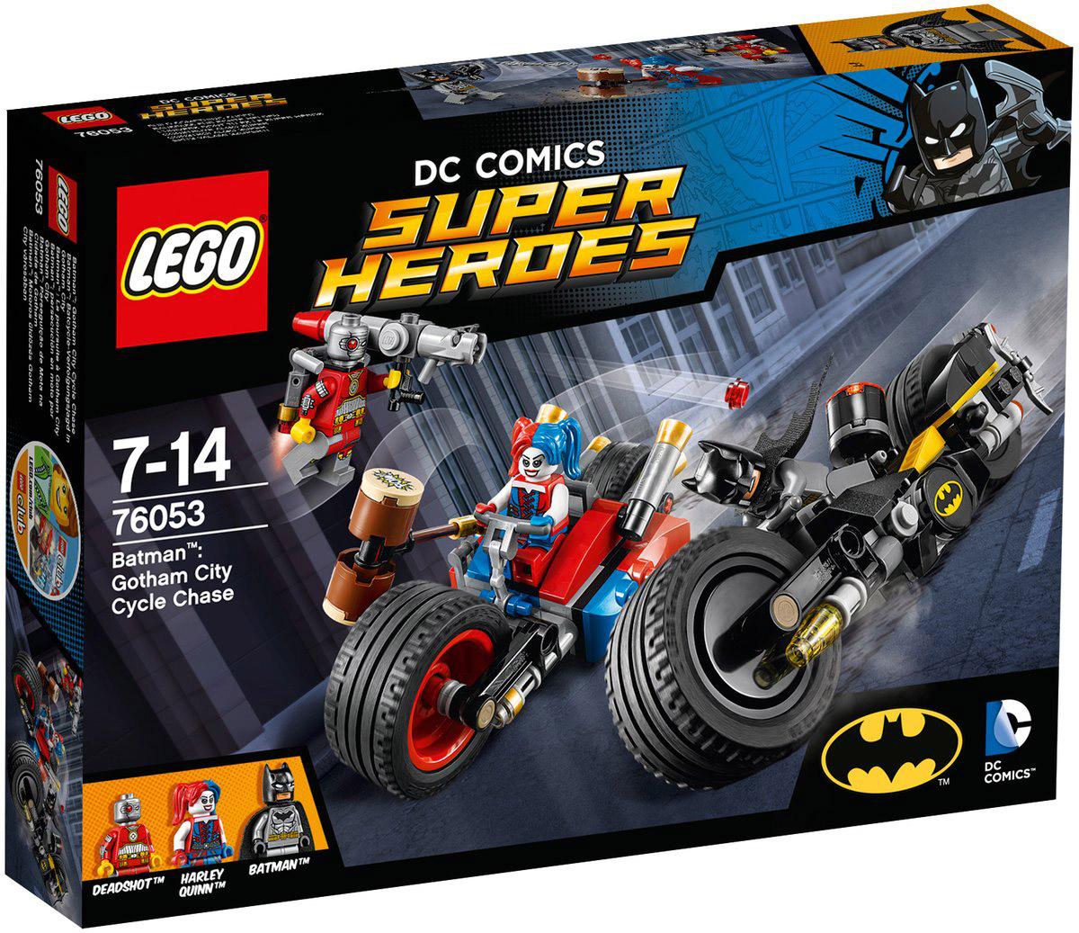 LEGO Super Heroes Конструктор Бэтмен Погоня на мотоциклах по Готэм-сити 7605376053Дэдшот летает по городу на своем реактивном ранце и стреляет из базуки, вы должны выгнать его с помощью пушки Бэтмена! Поймайте Харли и перенесите схватку на землю, используя Батаранг Бэтмана и его ружье с крюком. Но осторожно - Харли может прикрепить к мотоциклу большой молоток и отправить Бэтмена в полет! Набор включает в себя 224 разноцветных пластиковых элемента. Конструктор - это один из самых увлекательных и веселых способов времяпрепровождения. Ребенок сможет часами играть с конструктором, придумывая различные ситуации и истории.