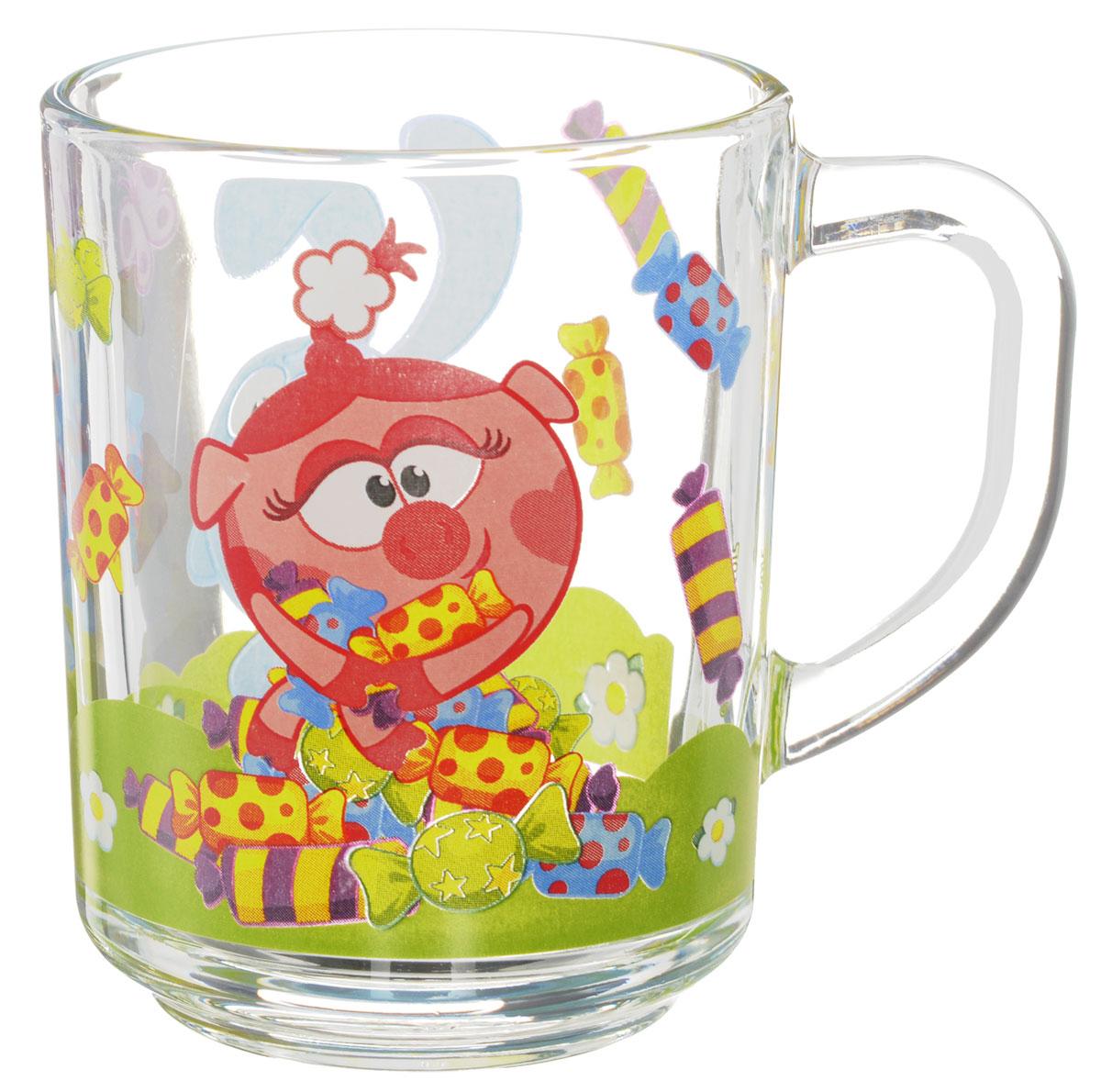 Смешарики Кружка детская Конфеты 250 млСШК250-1Детская кружка Смешарики Конфеты с любимыми героями станет отличным подарком для вашего ребенка. Она выполнена из стекла и оформлена изображением героев мультсериала Смешарики. Кружка дополнена удобной ручкой. Такой подарок станет не только приятным, но и практичным сувениром: кружка будет незаменимым атрибутом чаепития, а оригинальное оформление кружки добавит ярких эмоций и хорошего настроения. Можно мыть в посудомоечной машине.