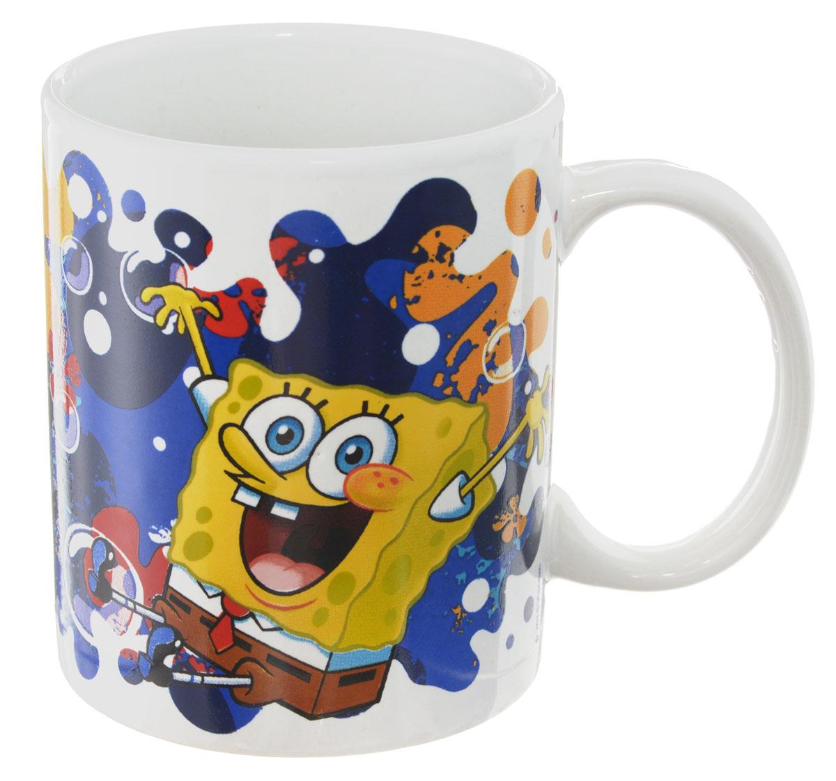 Губка Боб Кружка детская Океан счастья 330 млSBM330-3Детская кружка Губка Боб Океан счастья с любимыми героями станет отличным подарком для вашего ребенка. Она выполнена из керамики и оформлена изображением героев мультсериала Губка Боб. Кружка дополнена удобной ручкой. Такой подарок станет не только приятным, но и практичным сувениром: кружка будет незаменимым атрибутом чаепития, а оригинальное оформление кружки добавит ярких эмоций и хорошего настроения. Можно использовать в СВЧ-печи и посудомоечной машине.