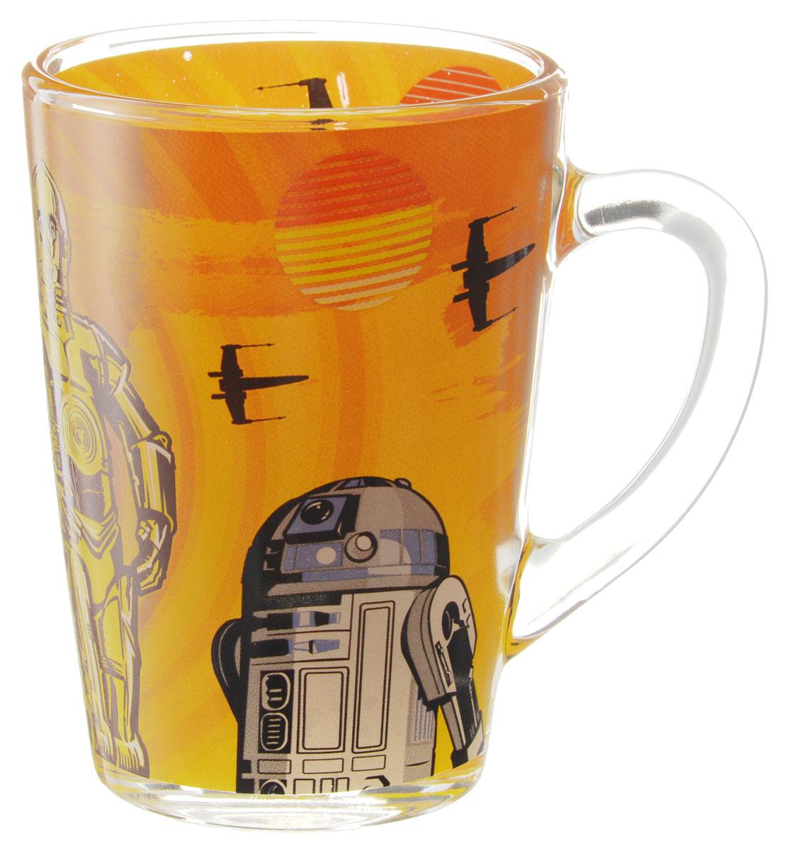 Star Wars Кружка детская Роботы 300 млSWG0102Детская кружка Star Wars Роботы с любимыми героями станет отличным подарком для вашего ребенка. Она выполнена из стекла и оформлена изображением героев киновселенной Звездные войны. Кружка дополнена удобной ручкой. Такой подарок станет не только приятным, но и практичным сувениром: кружка будет незаменимым атрибутом чаепития, а оригинальное оформление кружки добавит ярких эмоций и хорошего настроения. Можно использовать в посудомоечной машине.