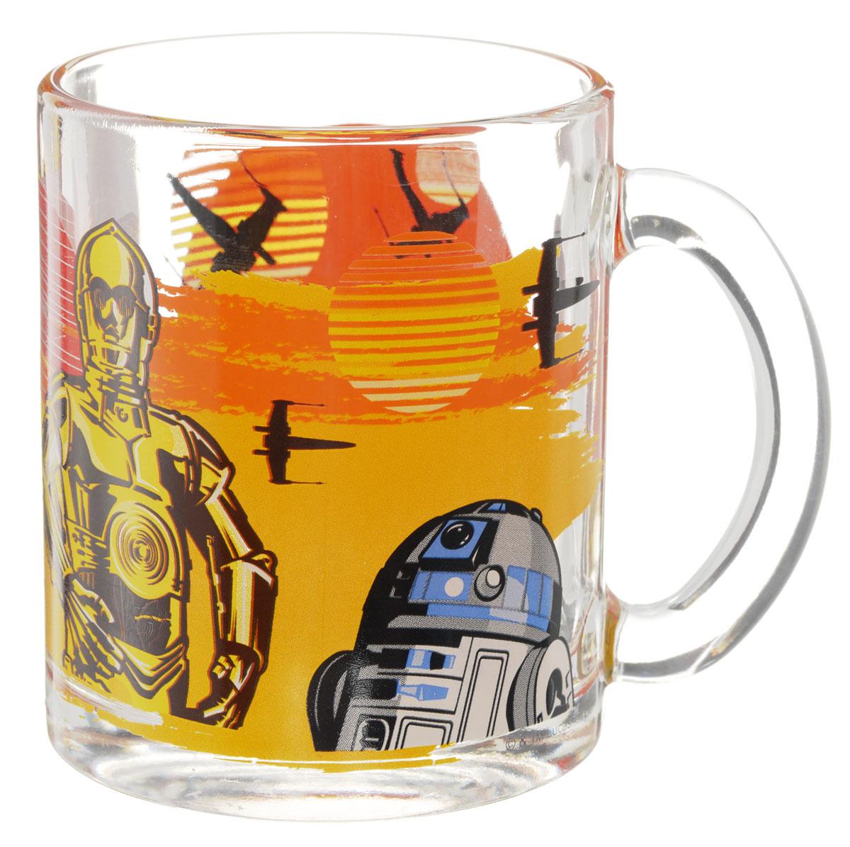 Star Wars Кружка детская Роботы 300 млSWG0103Детская кружка Star Wars Роботы с любимыми героями станет отличным подарком для вашего ребенка. Она выполнена из стекла и оформлена изображением героев киновселенной Звездные войны. Кружка дополнена удобной ручкой. Такой подарок станет не только приятным, но и практичным сувениром: кружка будет незаменимым атрибутом чаепития, а оригинальное оформление кружки добавит ярких эмоций и хорошего настроения. Можно использовать в посудомоечной машине.
