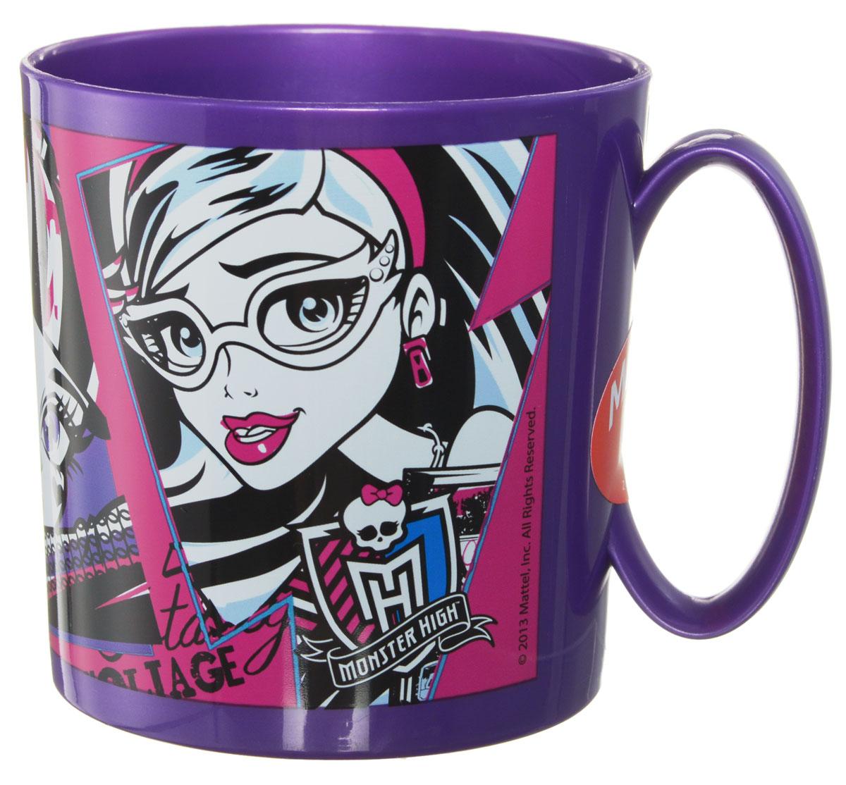 Monster High Кружка пластмассовая 350 мл54104Детская кружка Monster High идеально подойдет для вашего малыша. Она выполнена из качественного пластика фиолетового цвета и оформлена ярким изображением героев мультфильмов Monster High. Кружка дополнена удобной ручкой. Такой подарок станет не только приятным, но и практичным сувениром: кружка будет незаменимым атрибутом чаепития, а оригинальное оформление кружки добавит ярких эмоций в процессе чаепития. Не предназначено для использования в СВЧ-печи и посудомоечной машине.