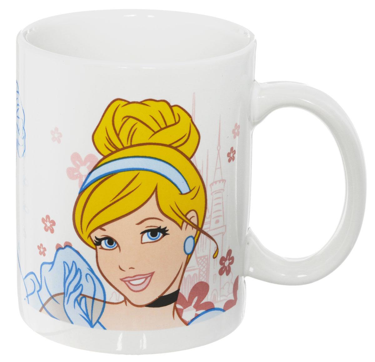 Disney Кружка детская Принцессы 330 мл70357Детская кружка Disney Принцессы с любимыми героями станет отличным подарком для вашего ребенка. Она выполнена из керамики и оформлена изображением принцесс из диснеевских мультфильмов. Кружка дополнена удобной ручкой. Такой подарок станет не только приятным, но и практичным сувениром: кружка будет незаменимым атрибутом чаепития, а оригинальное оформление кружки добавит ярких эмоций и хорошего настроения. Можно использовать в СВЧ-печи и посудомоечной машине.