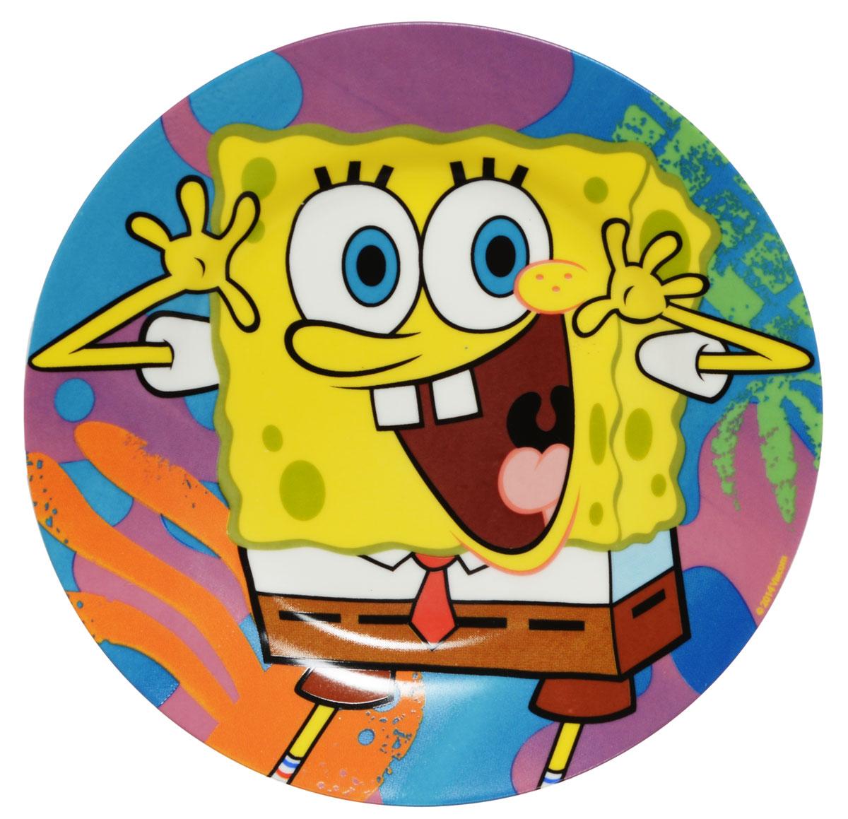 Губка Боб Тарелка детская Яркий мир диаметр 19 смSBP190-2Яркая тарелка Губка Боб Яркий мир идеально подойдет для кормления малыша и самостоятельного приема им пищи. Тарелка выполнена из керамики и оформлена высококачественным изображением героя мультфильма Губка Боб. Такой подарок станет не только приятным, но и практичным сувениром, добавит ярких эмоций вашему ребенку! Можно использовать в СВЧ-печи и посудомоечной машине.