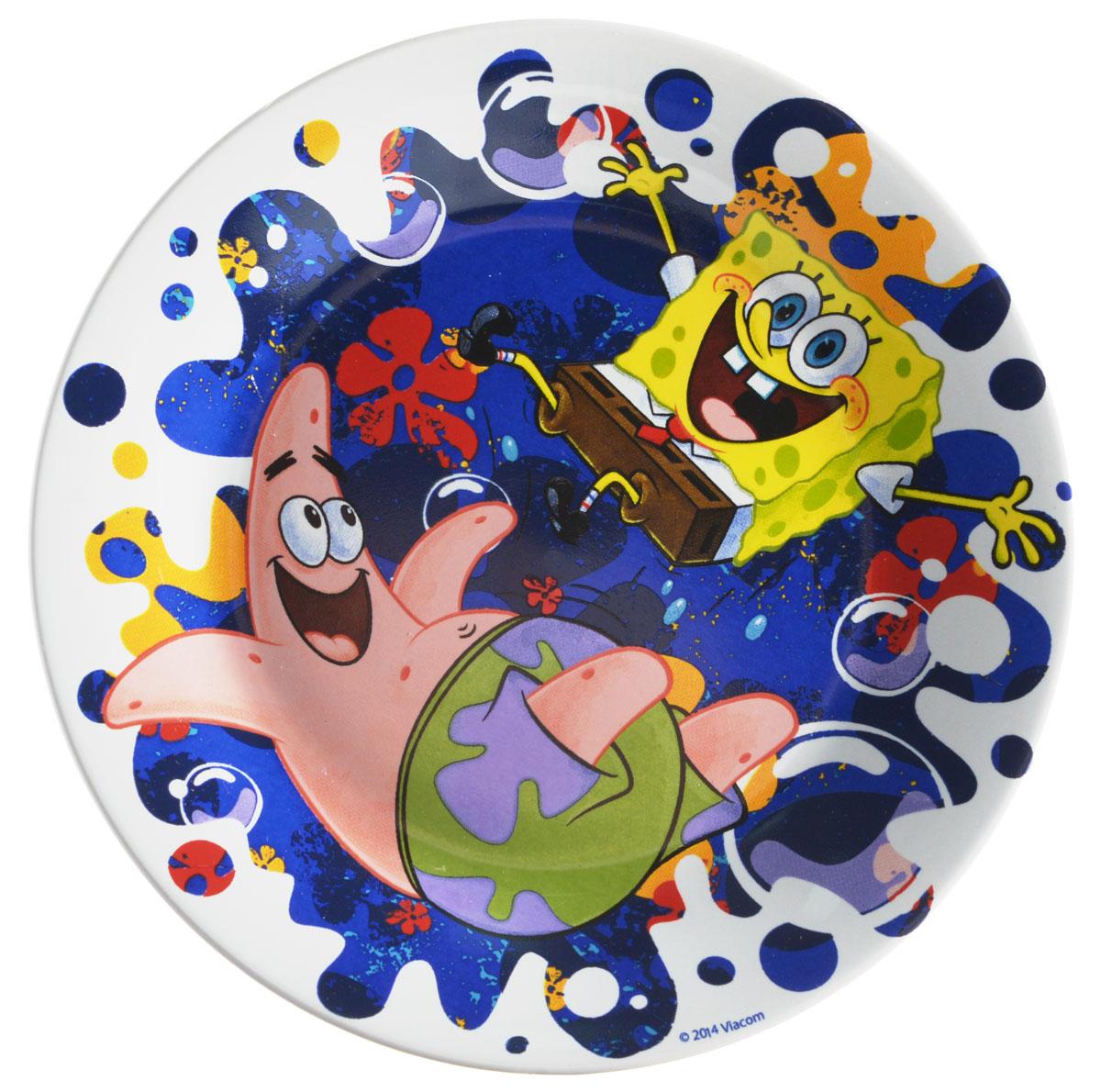 Губка Боб Тарелка детская Океан счастья диаметр 19 смSBP190-3Яркая тарелка Губка Боб Океан счастья идеально подойдет для кормления малыша и самостоятельного приема им пищи. Тарелка выполнена из керамики и оформлена высококачественным изображением героев мультфильма Губка Боб. Такой подарок станет не только приятным, но и практичным сувениром, добавит ярких эмоций вашему ребенку! Можно использовать в СВЧ-печи и посудомоечной машине.