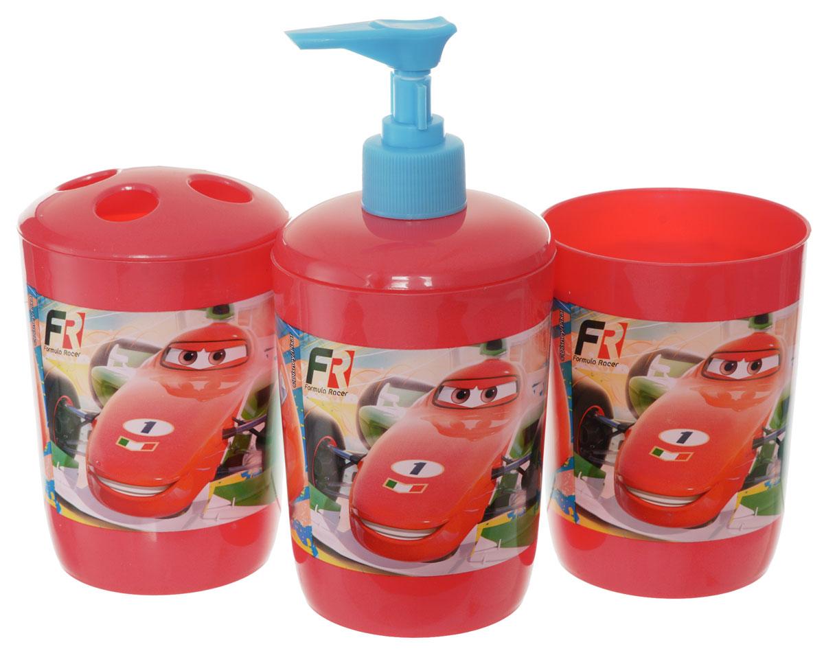 Disney Набор для ванной Cars 3 предмета21383Набор для ванной Disney Тачки, выполненный из высококачественного полипропилена, состоит из дозатора для жидкого мыла, стаканчика объемом 340 мл и стакана для зубных щеток с четырьмя отверстиями. Все предметы набора декорированы оригинальными изображениями машин из мультфильма Тачки. Яркие аксессуары для ванной не только приучают ребенка хранить в порядке банные принадлежности, но и радуют его забавными картинками.