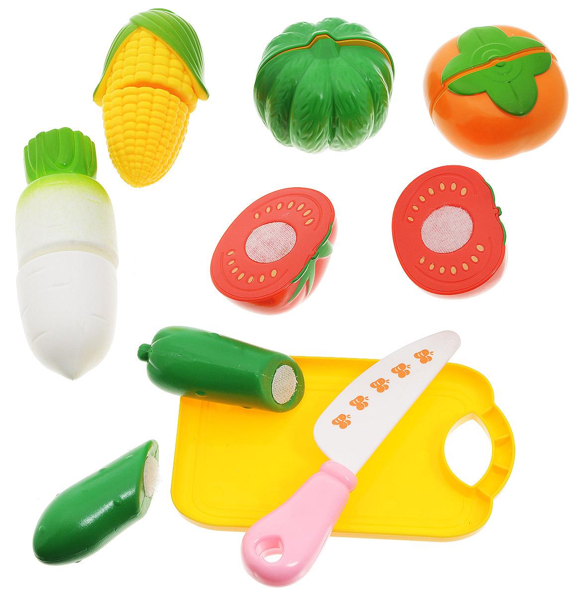 ABtoys Игрушечный набор продуктов цвет доски желтыйPT-00151(WK-A1193)-noНабор продуктов ABtoys - удобный способ в игровой форме научить ребенка основным обязанностям и технике безопасности. В игровой набор входят безопасный игрушечный ножик, разделочная доска и овощи. Очень яркие и натурально выглядящие муляжи овощей, разделены на половинки и соединены между собой липучкой. И когда ребенок ножом из набора разрезает игрушечные продукты, то получается такой же характерный звук, как у мамы, когда она на кухне нарезает продукты. Эта реалистичность, несомненно, вызовет восторг у девочки, и разнообразит ее игры. С таким дополнением к детской кухне, девочка станет самой настоящей маленькой хозяюшкой, и с удовольствием накормит обедом не только кукол, но и всю семью. Набор не содержит мелких деталей, поэтому ребенок может играть с ним и дома, и на улице, не боясь потерять, что-либо. Выполнен из безопасных материалов.