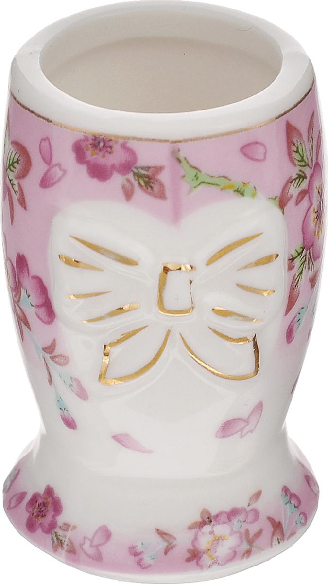 Вазочка под зубочистки Elan Gallery Сакура, высота 5 см740177Изящная вазочка под зубочистки Elan Gallery Сакура, выполненная из высококачественной керамики, декорирована цветочным рисунком. Такая вазочка украсит ваш стол и подойдет в качестве подарка для близких людей. Диаметр вазочки (по верхнему краю): 3 см. Высота: 5 см.