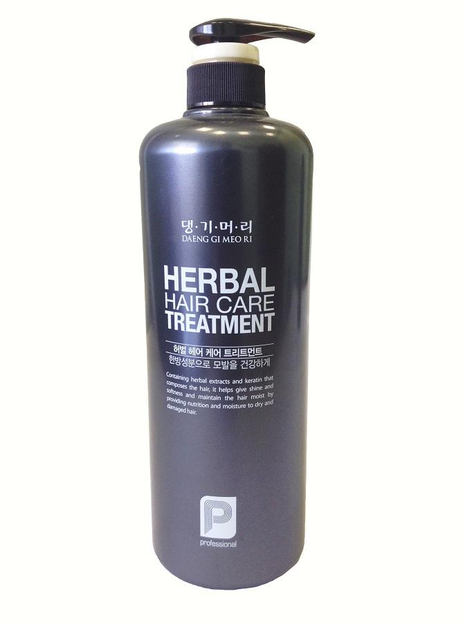 DaengGiMeоRi Кондиционер для волос Professional, 1000 мл8807779081047Уникальная косметическая продукция Тенги Мори производится на основе экстрактов восточных лечебных трав по технологии, основанной на народных рецептах изготовления косметики в Корее.Кондиционер активно восстанавливает волосы после окраски и химической завивки, возвращает силу и прочность. Гидролизированный кератин в сочетании с комплексом лечебных трав питает волосы, укрепляет корни и стимулирует их рост. Волосы приобретают блеск и шелковистость, легко расчесываются и укладываются.