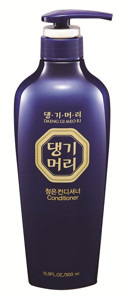 DaengGiMeоRi Кондиционер для волос, Chungeun, 500мл8807779084710Уникальная косметическая продукция Тенги Мори производится на основе экстрактов восточных лечебных трав по технологии, основанной на народных рецептах изготовления косметики в Корее. Кондиционер содержит экстракты хризантемы сибирской, женьшеня, горца многоцветкового и коры шелковицы, которые способствуют улучшению циркуляции крови в коже головы и придают волосам силу и эластичность. Протеины шелка, содержащие различные аминокислоты, значительно улучшают структуру волос. Аргановое масло питает волосы, придавая им здоровый блеск и мягкость. Кондиционер интенсивно восстанавливает и защищает волосы от ежедневного негативного воздействия