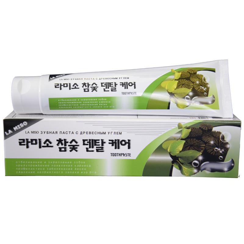 La Miso Зубная паста с древесным углем Hardwood Charcoal Dental Care Toothpaste, 150 г8809296112518Древесный уголь полирует и отбеливает поверхность зубов, эффективно устраняет налет, предупреждает образование зубного камня и кариеса. Экстракт прополиса и ксилитол, содержащиеся в пасте, обеспечивают антисептическое, противовоспалительное и вяжущее действие, освежают дыхание и сохраняют полезную микрофлору в полости рта.