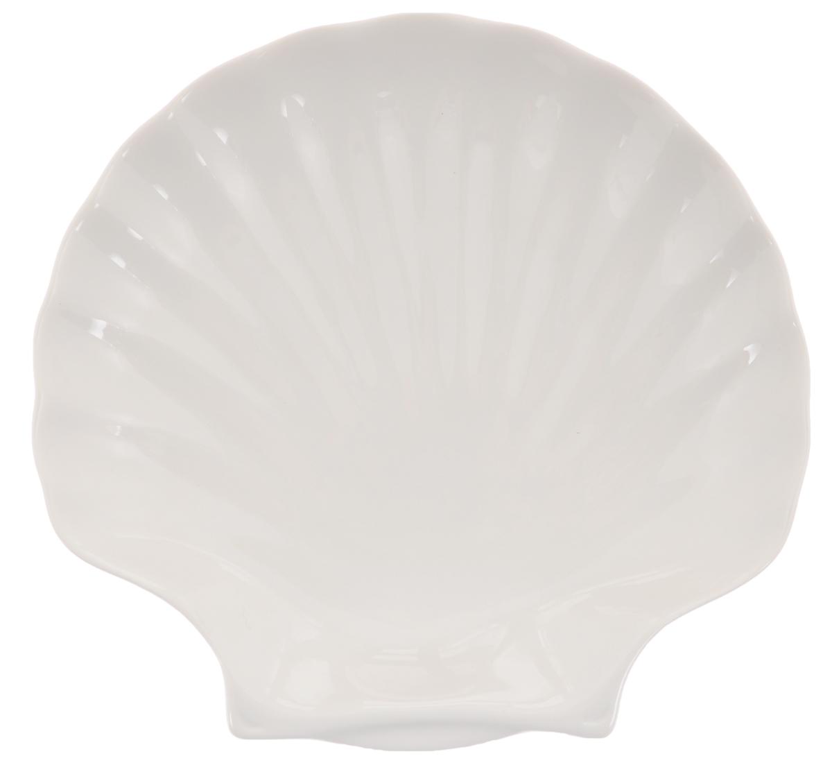 Блюдо сервировочное Walmer Shell, цвет: белый, 20 х 19 х 3,5 смW10500020Блюдо сервировочное Walmer Shell изготовлено из высококачественного фарфора в виде ракушки. Блюдо - необходимая вещь при застолье. Вы можете использовать его для закусок, сырной нарезки, колбасных изделий и, конечно для горячих блюд. Изумительное сервировочное блюдо станет изысканным украшением вашего праздничного стола.