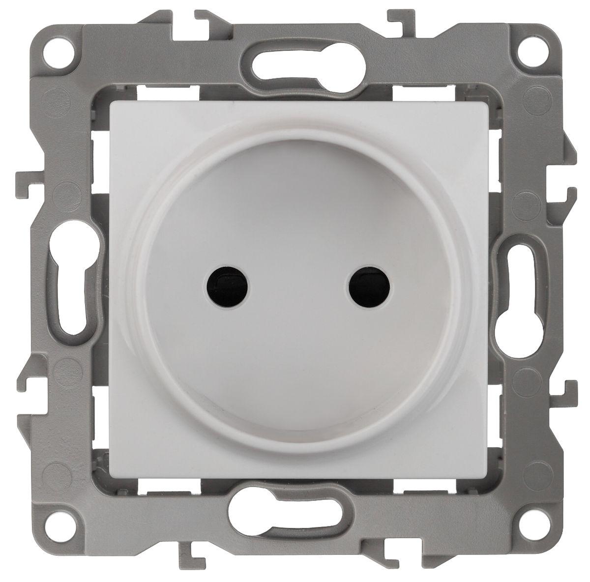 Розетка ЭРА 2P, 16АХ-250В, Эра12, белый12-2105-01Автоматические зажимы. Такие зажимы кабеля обеспечивают быстрый и надежный монтаж изделия к электросети без отвертки и не требуют обслуживания в отличие от винтовых зажимов.