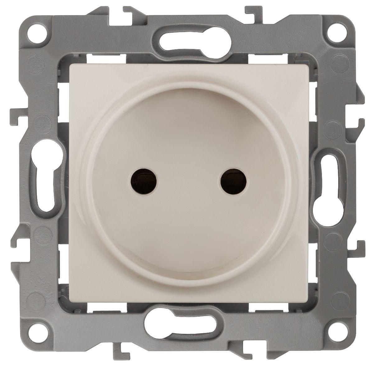 Розетка ЭРА 2P, 16АХ-250В, Эра12, слоновая кость12-2105-02Автоматические зажимы. Такие зажимы кабеля обеспечивают быстрый и надежный монтаж изделия к электросети без отвертки и не требуют обслуживания в отличие от винтовых зажимов.