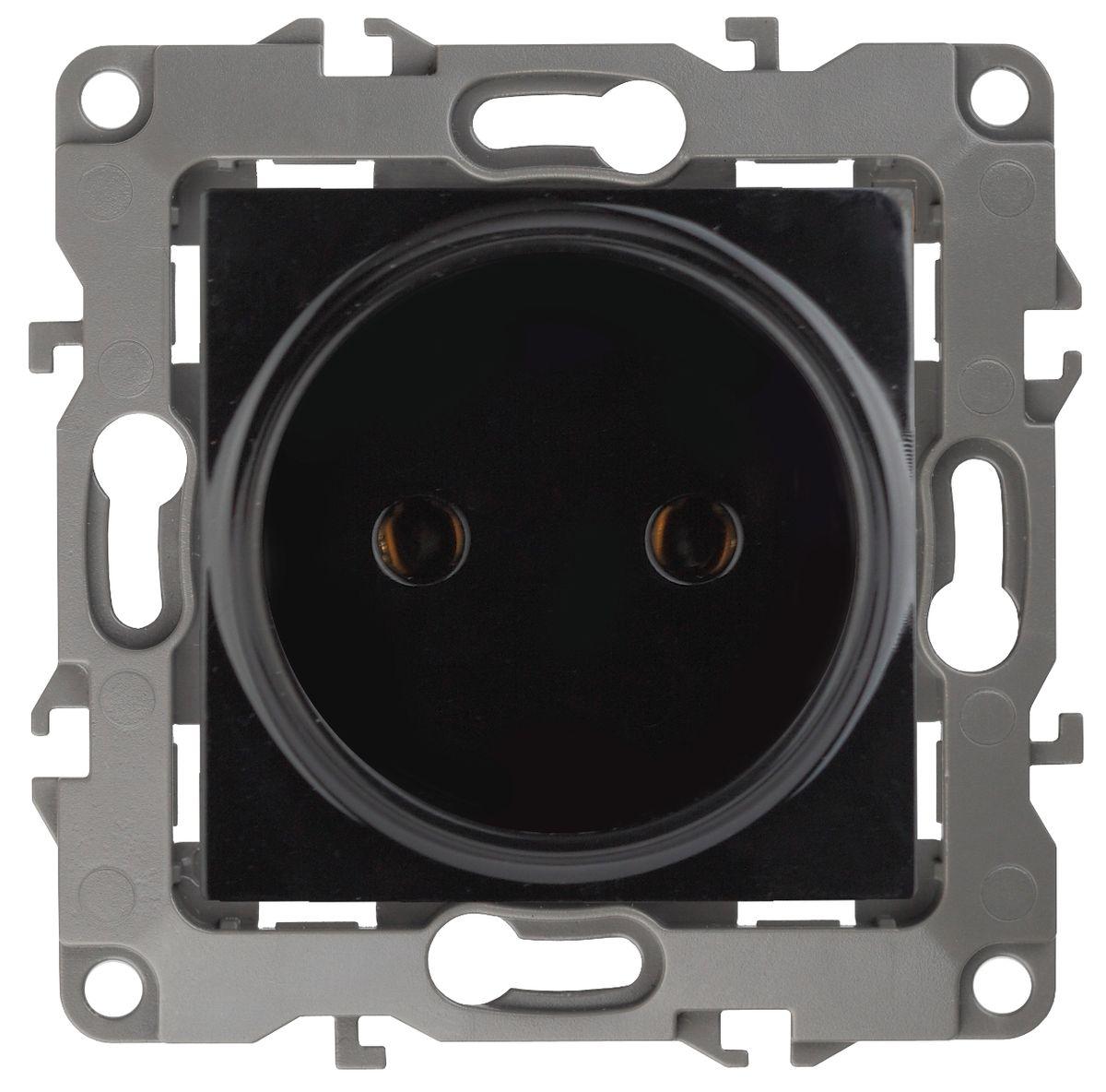 Розетка ЭРА 2P, 16АХ-250В, Эра12, черный12-2105-06Автоматические зажимы. Такие зажимы кабеля обеспечивают быстрый и надежный монтаж изделия к электросети без отвертки и не требуют обслуживания в отличие от винтовых зажимов.