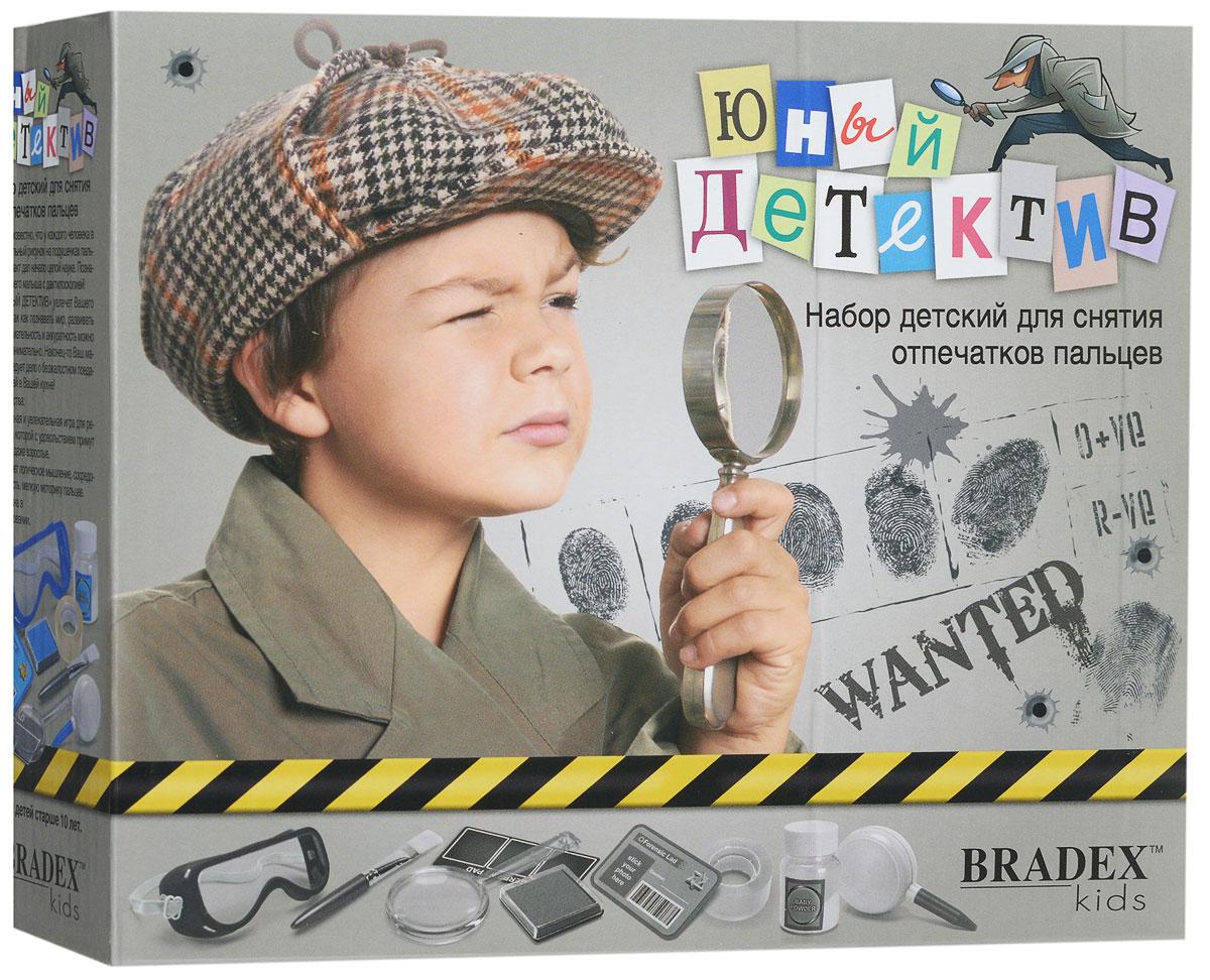 Bradex Набор для снятия отпечатков пальцев Юный детективDE 0108Уже давно известно, что у каждого человека в мире уникальный рисунок на подушечках пальцев. Этот факт дал начало целой науке. Познакомьте вашего малыша с дактилоскопией! Набор для снятия отпечатков пальцев Bradex Юный детектив увлечет вашего ребенка. Вместе с набором познавать мир, развивать логику, внимательность и аккуратность можно весело и занимательно. Наконец-то ваш малыш расследует дело о безжалостном поедателе сластей в вашей кухне! В набор входит кисточка, лупа, защитные очки, значок детектива, пластинка для снятия отпечатков, чернильная подушечка, клейкая лента, баночка, воздушная груша для удаления лишнего порошка, инструкция на русском языке.