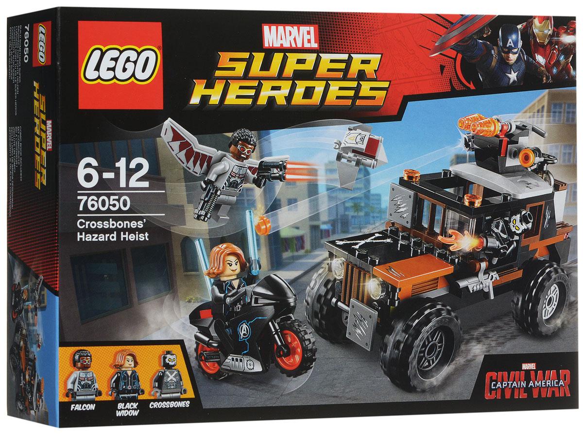 LEGO Super Heroes Конструктор Опасное ограбление 7605076050Злодей Кроссбоунс украл опасное ядовитое вещество и спрятал его в контейнере грузовика. Объединитесь с Черной Вдовой и Фальконом, чтобы остановить его. Устройте погоню на байке Черной Вдовы, с помощью ее жезла вы сможете отражать удары пушки, установленной на грузовике. Вступите в сражение с Фальконом и отсоедините дрона Редвинга. Взорвите контейнер, прикрепите сумку к дрону и верните его обратно в целости и сохранности! Набор включает в себя 179 разноцветных пластиковых элементов. Конструктор - это один из самых увлекательных и веселых способов времяпрепровождения. Ребенок сможет часами играть с конструктором, придумывая различные ситуации и истории.