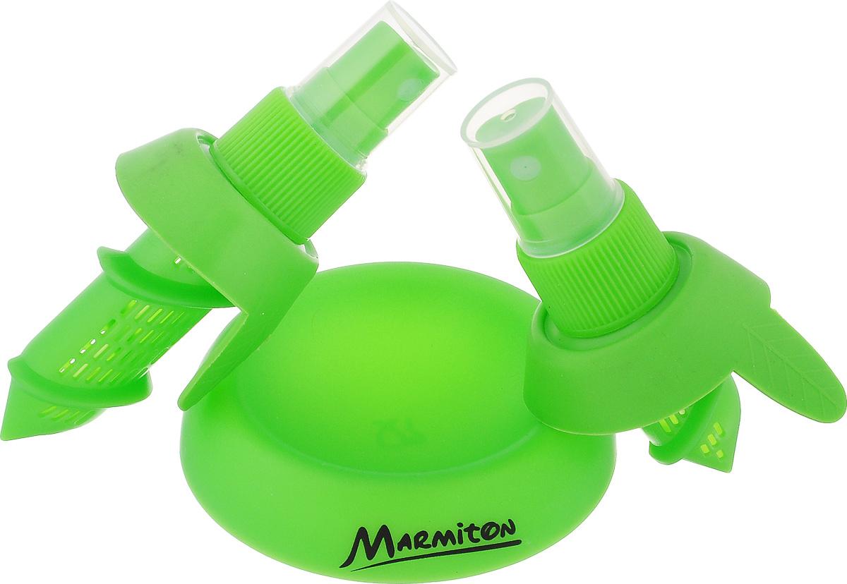 Спрей для цитрусовых Marmiton, цвет: зеленый17014Придать вашему фирменному блюду или напитку настоящий цитрусовый вкус поможет цитрусовый спрей. Он представляет собой набор из двух клапанов, которые используются в простейших пульверизаторах. Клапаны имеют разные размеры для использования с цитрусовыми различных размеров. Метод использования удивительно прост: срежьте верхнюю часть плода и ввинтите в мякоть один из клапанов. Уникальный цитрусовый спрей готов! Теперь достаточно одного легкого нажатия пальцем, и ваши блюда дополнятся ароматом натуральных цитрусовых фруктов! Цитрусовый спрей можно использовать для всех видов цитрусовых, лимонов и апельсинов, мандаринов, лаймов, грейпфрутов и других. В наборе два спрея (для больших и маленьких плодов) и подставка. Предметы набора выполнены из высококачественного полипропилена и силикона. Размер большого спрея: 10 х 6 х 4,5 см. Размер малого спрея: 8 х 6 х 4,5 см. Диаметр подставки: 7,5 см. Высота подставки: 1,5 см.