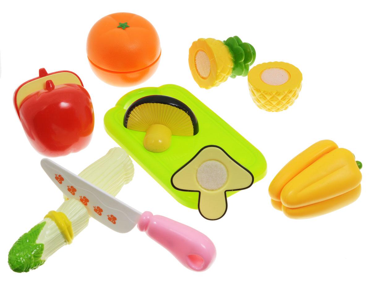 ABtoys Игрушечный набор продуктов цвет доски салатовыйPT-00151(WK-A1193)-no_Набор продуктов ABtoys - удобный способ в игровой форме научить ребенка основным обязанностям и технике безопасности. В игровой набор входят безопасный игрушечный ножик, разделочная доска, ананас, яблоко, болгарский перец, лук порей, апельсин и гриб. Очень яркие и натурально выглядящие муляжи овощей, разделены на половинки и соединены между собой липучкой. И когда ребенок ножом из набора разрезает игрушечные продукты, то получается такой же характерный звук, как у мамы, когда она на кухне нарезает продукты. Эта реалистичность, несомненно, вызовет восторг у девочки, и разнообразит ее игры. С таким дополнением к детской кухне, девочка станет самой настоящей маленькой хозяюшкой, и с удовольствием накормит обедом не только кукол, но и всю семью. Набор не содержит мелких деталей, поэтому ребенок может играть с ним и дома, и на улице, не боясь потерять, что-либо. Выполнен из безопасных материалов.