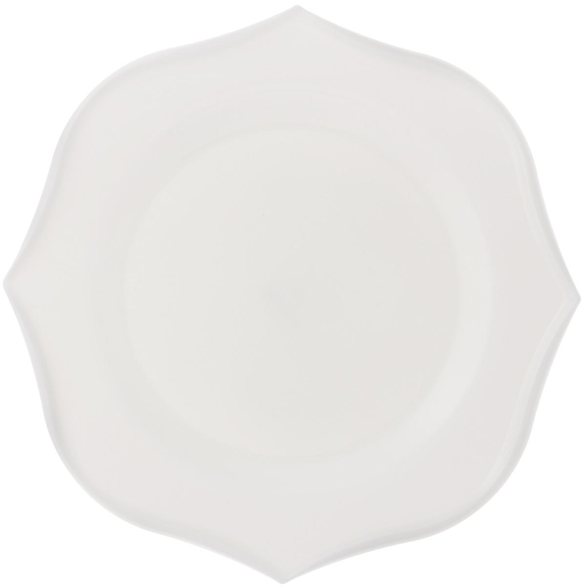 Тарелка обеденная Luminarc Louisa, 28,5 х 28,5 смJ1744Обеденная тарелка Luminarc Louisa, изготовленная из высококачественного стекла, имеет изысканный внешний вид. Яркий дизайн придется по вкусу и ценителям классики, и тем, кто предпочитает утонченность. Тарелка Luminarc Louisa идеально подойдет для сервировки вторых блюд из птицы, рыбы, мяса или овощей, а также станет отличным подарком к любому празднику. Размер тарелки (по верхнему краю): 28,5 х 28,5 см.