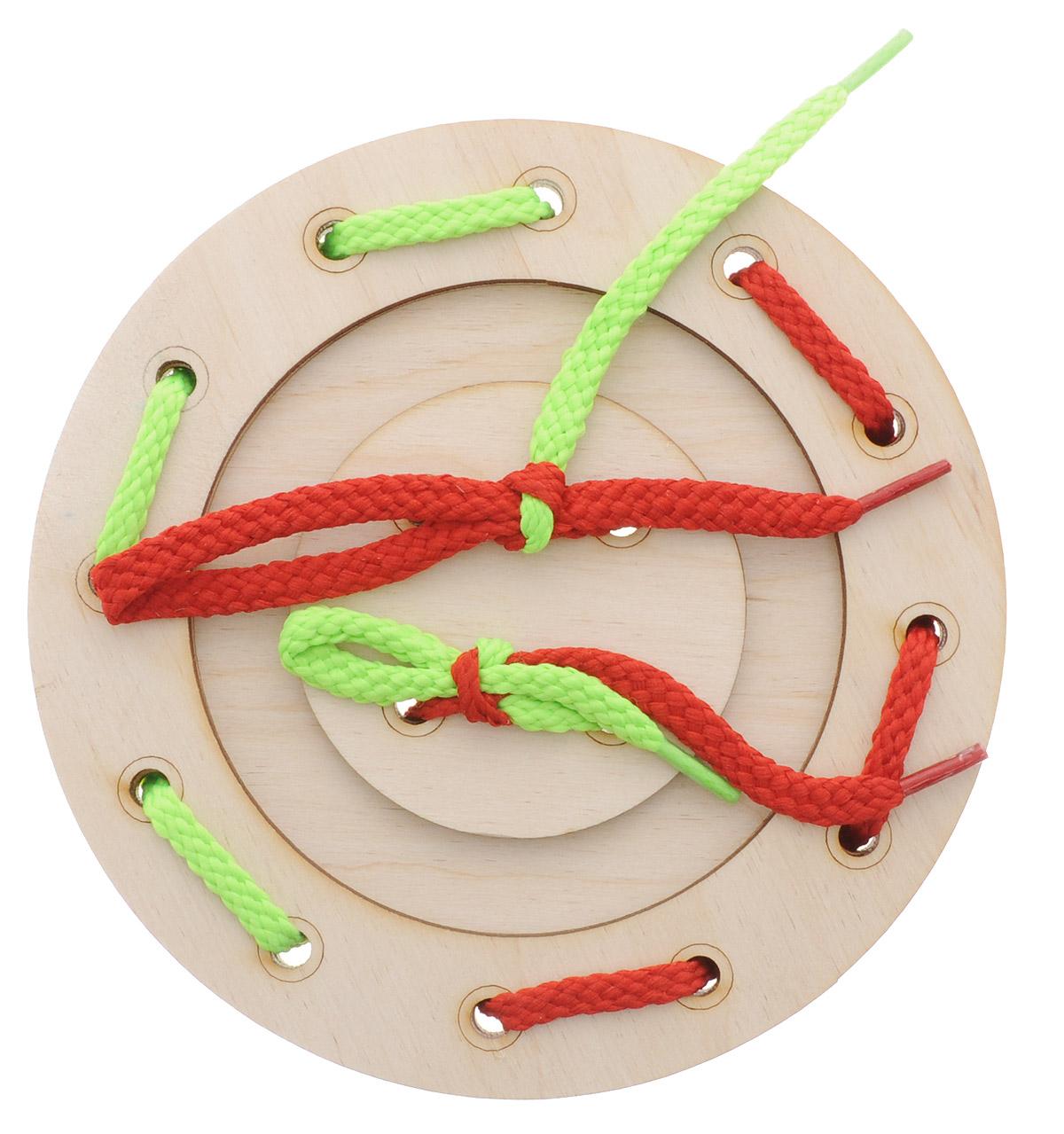 Мастер Вуд Игра-шнуровка Пуговичка цвет салатовый красныйДШ-1_салатовый, красныйИгра-шнуровка Мастер Вуд Пуговичка - яркая и несложная игрушка, которая очень понравится вашему малышу. Она выполнена из дерева лиственных пород в виде пуговки, состоящей из трех элементов. Задача малыша - продеть два шнурка разных цветов в отверстия основы, собрав пуговку. Игрушка- шнуровка развивает воображение, пространственное мышление, координацию движений, ловкость, положительно влияет на эмоциональное состояние ребенка и его настроение.