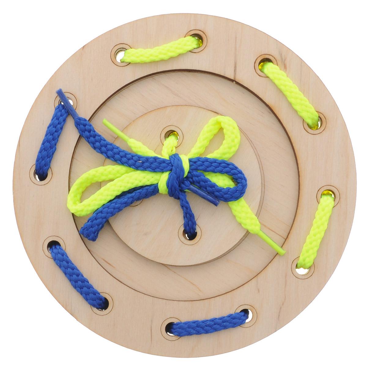 Мастер Вуд Игра-шнуровка Пуговичка цвет синий желтыйДШ-1_синий,желтыйИгра-шнуровка Мастер Вуд Пуговичка - яркая и несложная игрушка, которая очень понравится вашему малышу. Она выполнена из дерева лиственных пород в виде пуговки, состоящей из трех элементов. Задача малыша - продеть два шнурка разных цветов в отверстия основы, собрав пуговку. Игрушка-шнуровка развивает воображение, пространственное мышление, координацию движений, ловкость, положительно влияет на эмоциональное состояние ребенка и его настроение.