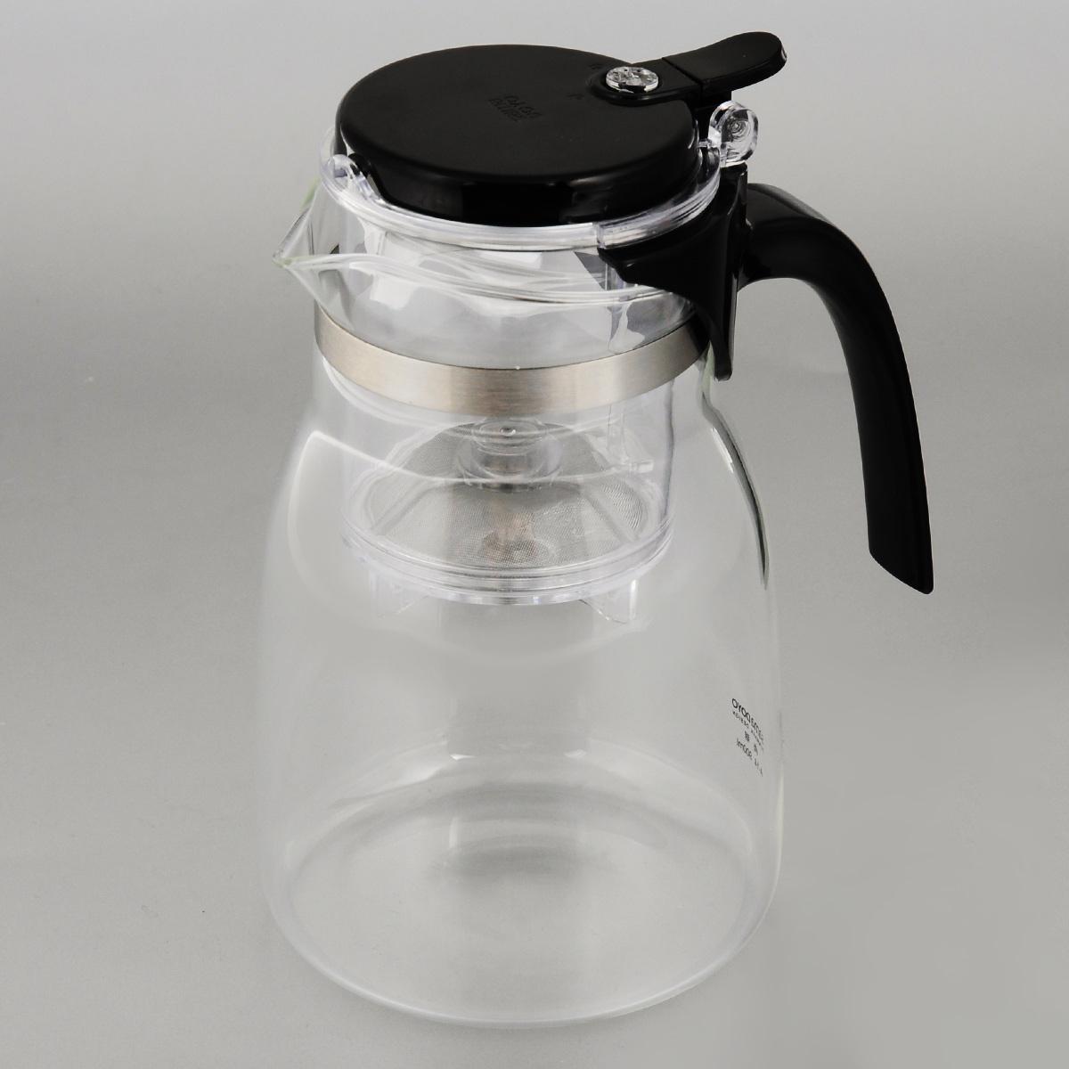 Чайник заварочный Samadoyo, 900 мл. Sag 08+Sag 08+Чайник заварочный (гунфу) Samadoyo - простой и в тоже время профессиональный инструмент для того, чтобы заварить Ваш любимый чай. Уникальный механизм слива чайного настоя позволяет Вам получить напиток любой степени крепости. Такая технология заваривания чая повторяет основной смысл чайной церемонии - получить напиток максимального качества. При этом имеет два существенных преимущества - мобильность и простоту. Способ применения: засыпьте Ваш любимый чай в колбу и залейте горячую воду. Для слива чайного настоя из колбы в чайник просто нажмите кнопку. Чайник можно не только комфортно использовать на работе или в офисе, но и взять с собой в путешествие, чтобы Ваш любимый чай был всегда с Вами! Чайник выполнен из высококачественного боросиликатного стекла и выдерживает температуры до 180 С, что позволяет не беспокоиться относительно слишком горячего кипятка. Заварочная колба выполнена из специального пищевого пластика, имеет металлическую ...