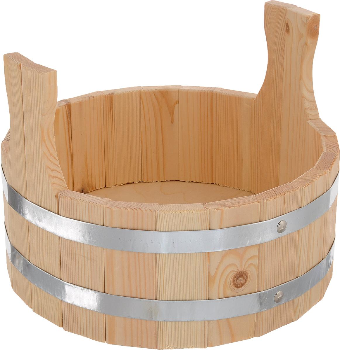 Шайка для бани и сауны Доктор баня, 5 л8314_две ручкиШайка круглой формы Доктор Баня выполнена из деревянных брусков, стянутых двумя металлическими обручами. Она прекрасно подойдет для замачивания веника или других банных процедур. Для более удобного использования шайка имеет по бокам две небольшие ручки. Шайка является одной из тех приятных мелочей, без которых не обойтись при принятии банных процедур. Аксессуары для бани и сауны - это те приятные мелочи, которые приносят радость и создают комфорт. Баня - место, где одинаково хорошо и в компании, и в одиночестве. Перекресток, казалось бы, разных направлений - общение и здоровье. Приятное и полезное. И всегда в позитиве. Объем шайки: 5 л. Диаметр шайки по верхнему краю: 31 см. Высота шайки (без учета ручек): 15 см.
