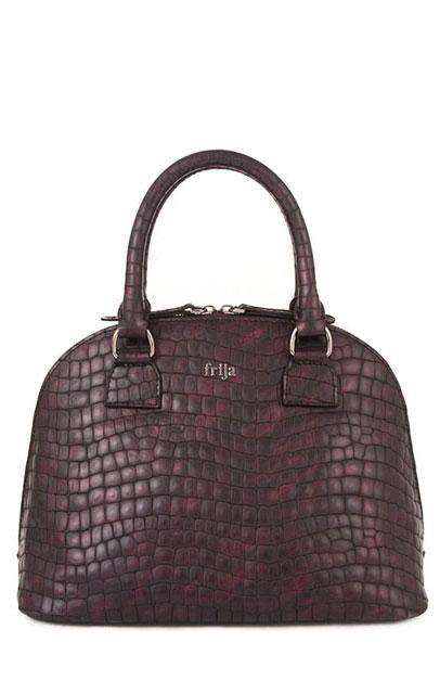 Сумка женская FRIJA, цвет: черный, бордовый. 21-0309A-1521-0309A-15Стильная женская сумка выполнена из натуральной кожи и оформлена металлической пластиной с названием бренда на лицевой стороне. Сумка имеет одно основное отделение, которое закрывается на застежку-молнию. Внутри - открытый карман, вшитый карман на молнии и два накладных кармашка для телефона и мелких бумаг. Сумка оснащена двумя удобными ручками на металлической фурнитуре золотистого цвета. На дне имеется 4 металлические ножки. Стильная сумка Frija станет финальным штрихом в создании вашего неповторимого образа. Женская сумочка Frija - это воплощение элегантности и шика. Высококачественные материалы, чистота линий, как выбор стиля, идут об руку с модными тенденциями. Обладательницей данной коллекции может быть только сильная и независимая женщина, бросающая вызов обыденности. Размеры ДЛ30хШР16,5хВТ23