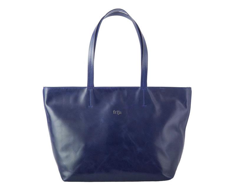Сумка женская FRIJA, цвет: синий. 21-0050-1521-0050-15Изысканная женская сумка Frija, выполнена из качественной натуральной кожи. Сумка закрывается на застежку-молнию, оснащена двумя удобными ручками высотой 23см, благодоря этому модель удобно носить на плече. Внутри - большое отделение, втачной карман на застежке-молнии и два накладных кармашка для телефона, мелких бумаг. Изделие упаковано в фирменный чехол. Роскошная сумка внесет элегантные нотки в ваш образ и подчеркнет ваше отменное чувство стиля. Размеры: Д45 х Ш12 х В30