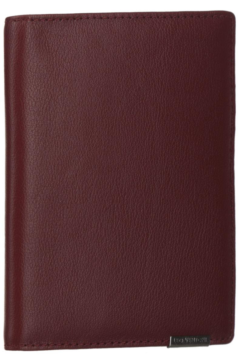Обложка для документов женская Leo Ventoni, цвет: красно-коричневый. L330959L330959-bordoСтильная обложка для документов Leo Ventoni выполнена из натуральной кожи с зернистой поверхностью и дополнена металлической пластиной с символикой бренда. Подкладка из полиэстера. Внутри размещены два боковых кармана для паспорта, пять кармашков для кредитных карт или визиток, один боковой карман для мелочей и карман с прозрачным пластиковым окошком. Изделие поставляется в фирменной упаковке. Оригинальная обложка для документов Leo Ventoni станет отличным подарком для человека, ценящего качественные и практичные вещи.