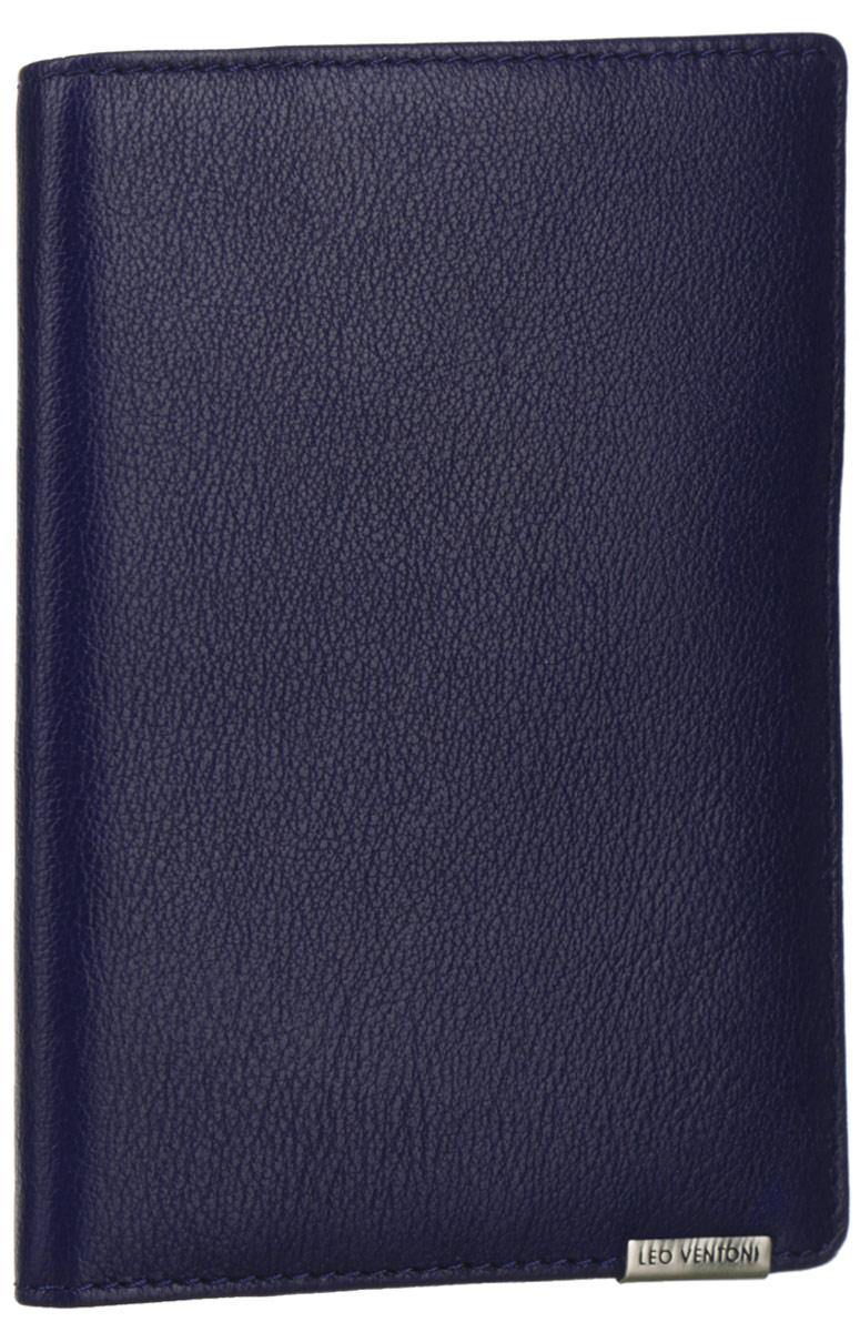 Обложка для документов женская Leo Ventoni, цвет: темно-синий. L330959L330959-blueСтильная обложка для документов Leo Ventoni выполнена из натуральной кожи с зернистой поверхностью и дополнена металлической пластиной с символикой бренда. Подкладка из полиэстера. Внутри размещены два боковых кармана для паспорта, пять кармашков для кредитных карт или визиток, один боковой карман для мелочей и карман с прозрачным пластиковым окошком. Изделие поставляется в фирменной упаковке. Оригинальная обложка для документов Leo Ventoni станет отличным подарком для человека, ценящего качественные и практичные вещи.
