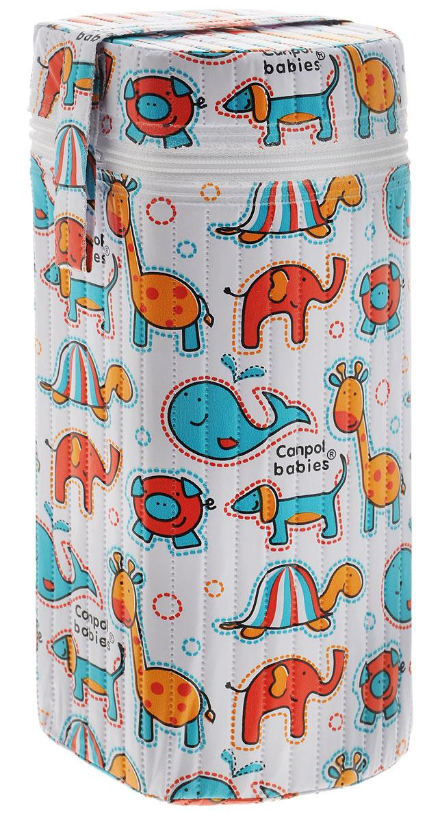 Canpol Babies Термоконтейнер для фигурной бутылочки цвет белый оранжевый бирюзовый9/225_белый слоники, черепахиТермоконтейнер для фигурной бутылочки Canpol Babies предназначен для хранения охлажденного напитка или теплой молочной смеси в бутылочке, поэтому является необходимым аксессуаром во время поездок или прогулок. В зависимости от температуры питания и атмосферных условий термоконтейнер может удерживать температуру до трех часов. Внешняя поверхность изделия выполнена из долговечного, нетоксичного и моющегося материала. Оформлен термоконтейнер забавными рисунками в виде тучек и звездочек и закрывается на застежку-молнию. Благодаря удобной ручке его удобно носить с собой. Термоконтейнер подходит для бутылочек с широким и узким горлышком.