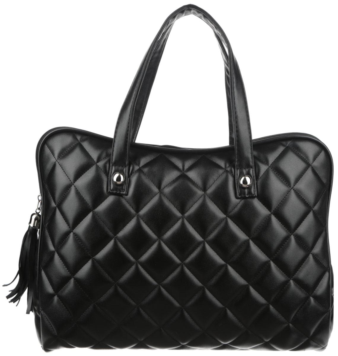 Сумка женская Antan Dress Code, цвет: черный. 3-37/23-37/2_черныйСтильная сумка Antan Dress Code изготовлена из искусственной кожи и оформлена геометрической стежкой. Сумка создана для женщин, ценящих лаконичный дизайн в сочетании с функциональностью. Сумка содержит одно вместительное отделение с двумя нашивными небольшими карманами и закрывается на пластиковую застежку-молнию с фирменным брелоком-кистью. Изделие оснащено двумя практичными ручками, которые дополнены декоративными металлическими элементами. Оригинальный аксессуар позволит вам завершить образ и быть неотразимой.