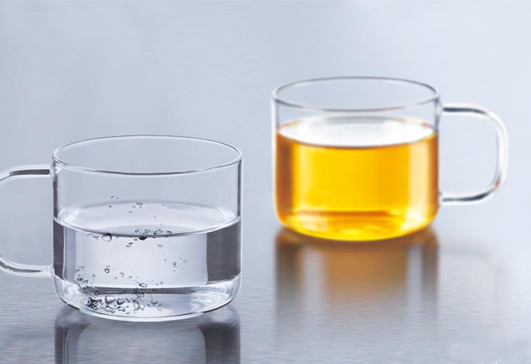 Набор чашек Samadoyo, 150 мл, 2 шт02008Набор Samadoyo состоит из двух чашек, выполненных из боросиликатного стекла, которое устойчиво к перепадам температур, намного легче и прочнее, чем обычное стекло. Прозрачность позволяет полностью насладиться красивым видом заваренного чая. Чашки имеют устойчивое дно, что гарантирует безопасность и удобство при чаепитии. Чашки легко моются и остаются чистыми продолжительное время.